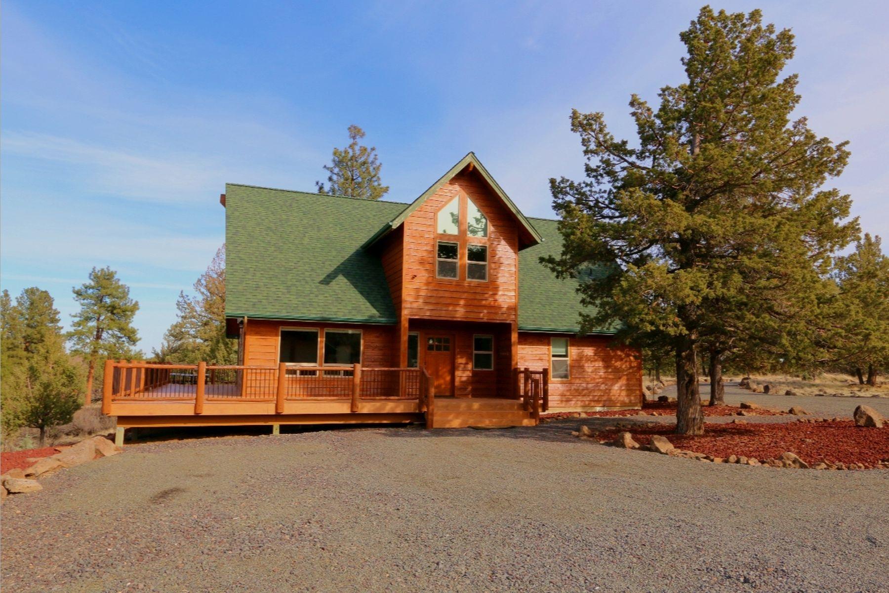 独户住宅 为 销售 在 Custom Built Home with Views! 5510 SW Wildcat Ln 卡尔弗, 俄勒冈州, 97734 美国