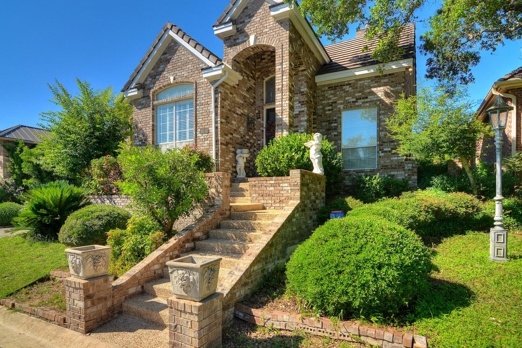 Vivienda unifamiliar por un Venta en One-Story Garden Home in The Dominion 5 Somerset Arms San Antonio, Texas 78257 Estados Unidos