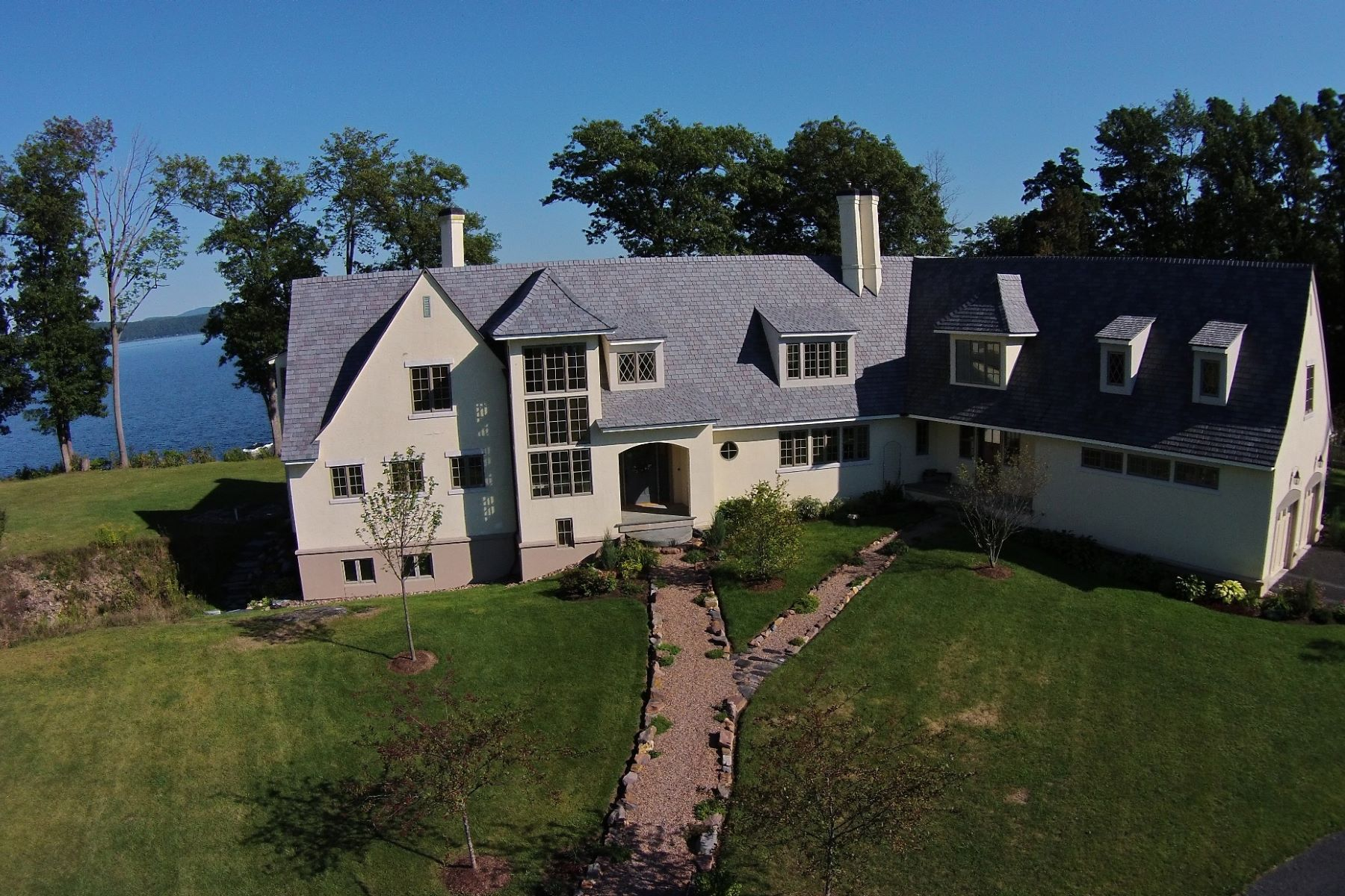 Casa Unifamiliar por un Venta en Architect Designed on Lake Champlain 135 Kibbe Pt South Hero, Vermont, 05486 Estados Unidos