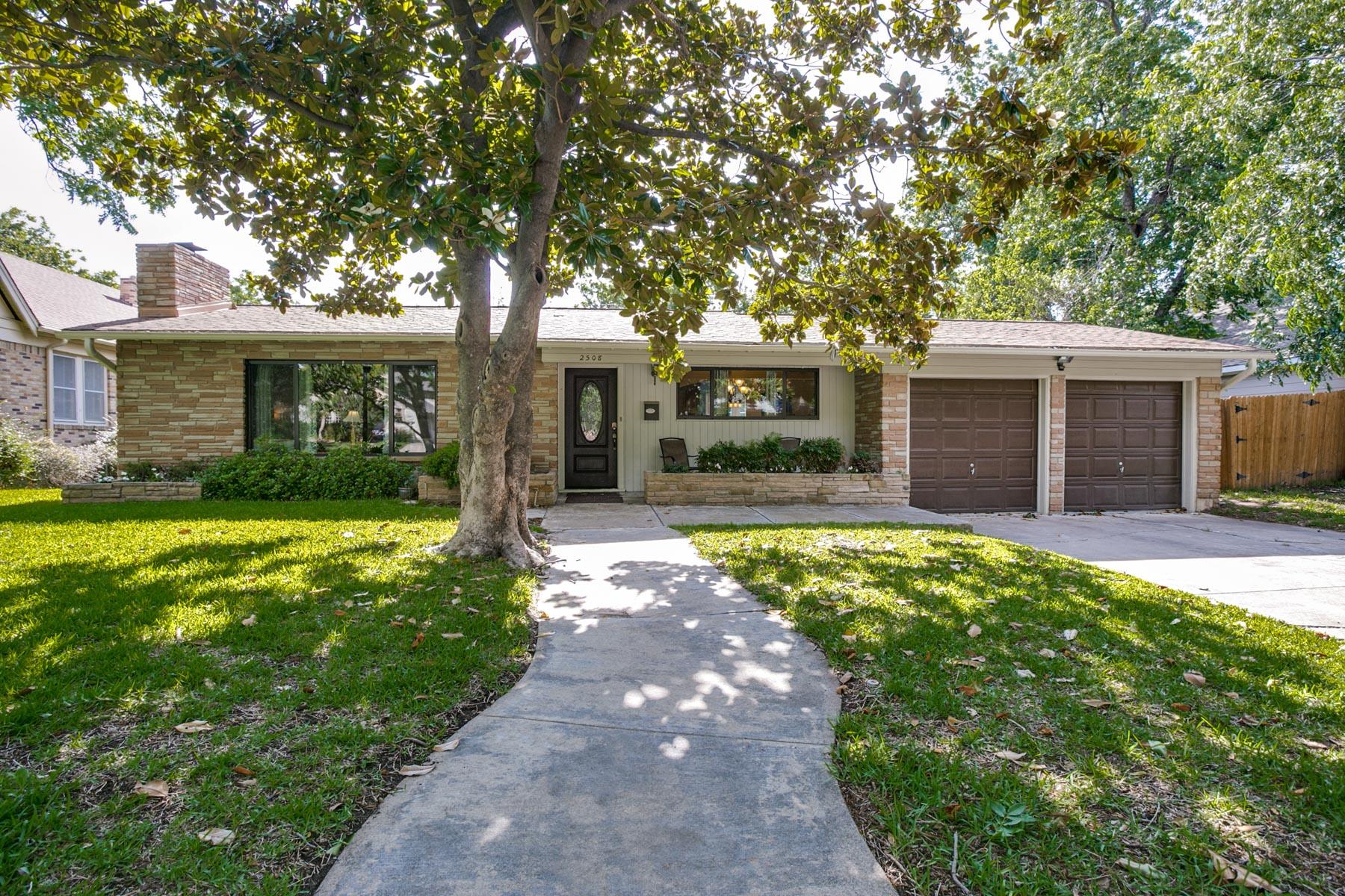Maison unifamiliale pour l Vente à 2508 Willing Ave, Fort Worth Fort Worth, Texas, 76110 États-Unis