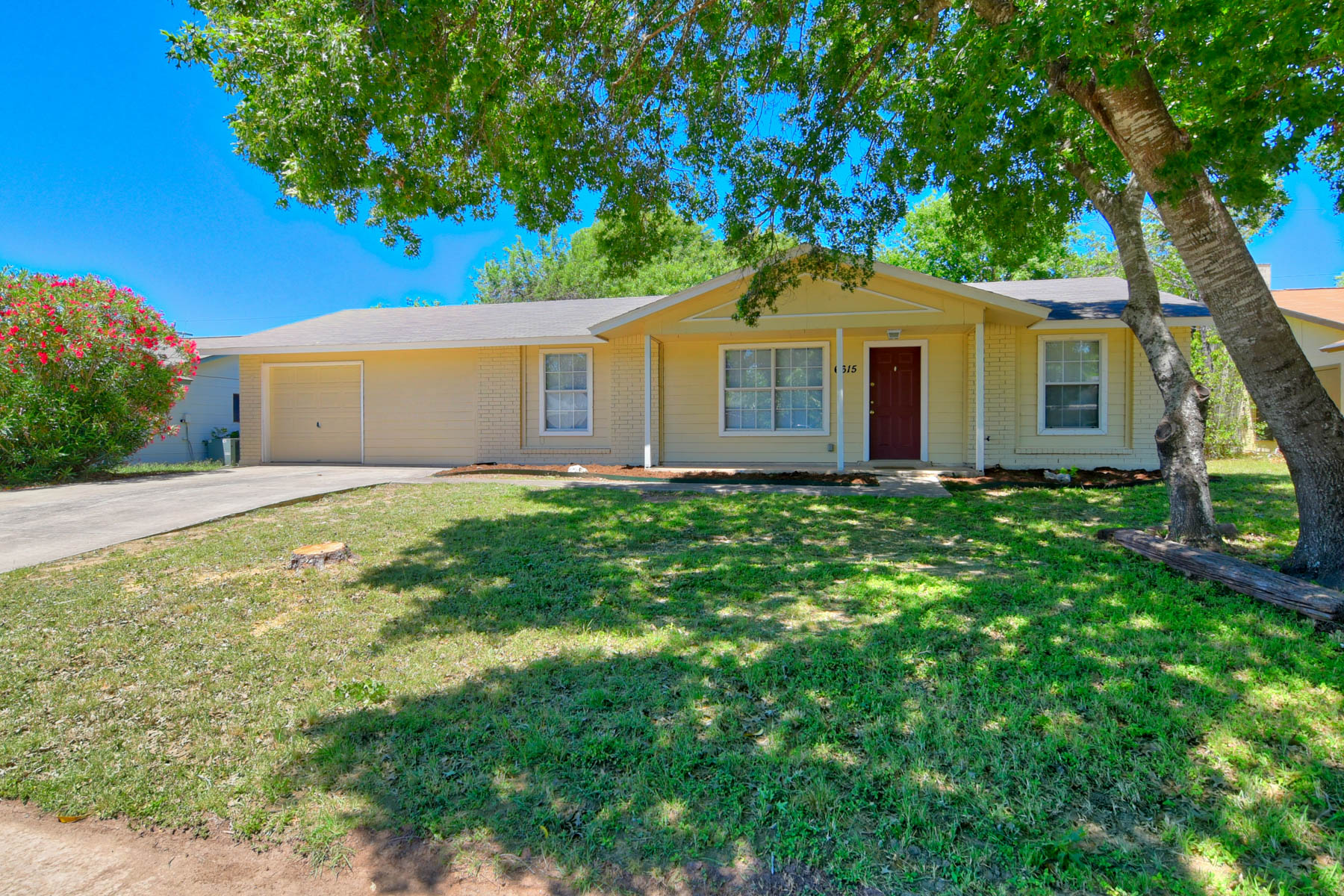 Single Family Home for Rent at Beautiful Home in a Quiet Neighborhood 6615 Spring Haven St San Antonio, Texas 78249 United States