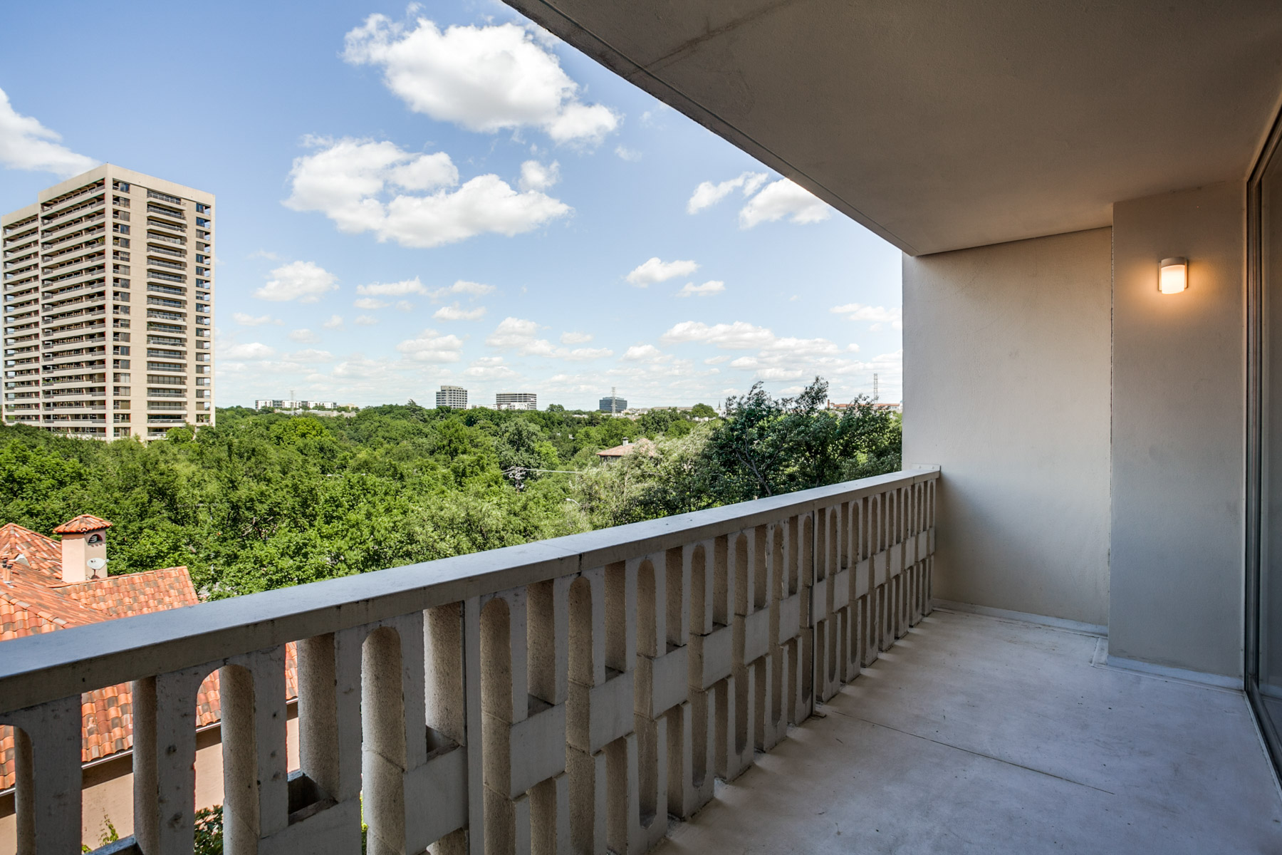 Vivienda unifamiliar por un Venta en Fabulous 1 bedroom high-rise condo on Turtle Creek 3701 Turtle Creek Blvd 6D Dallas, Texas, 75219 Estados Unidos