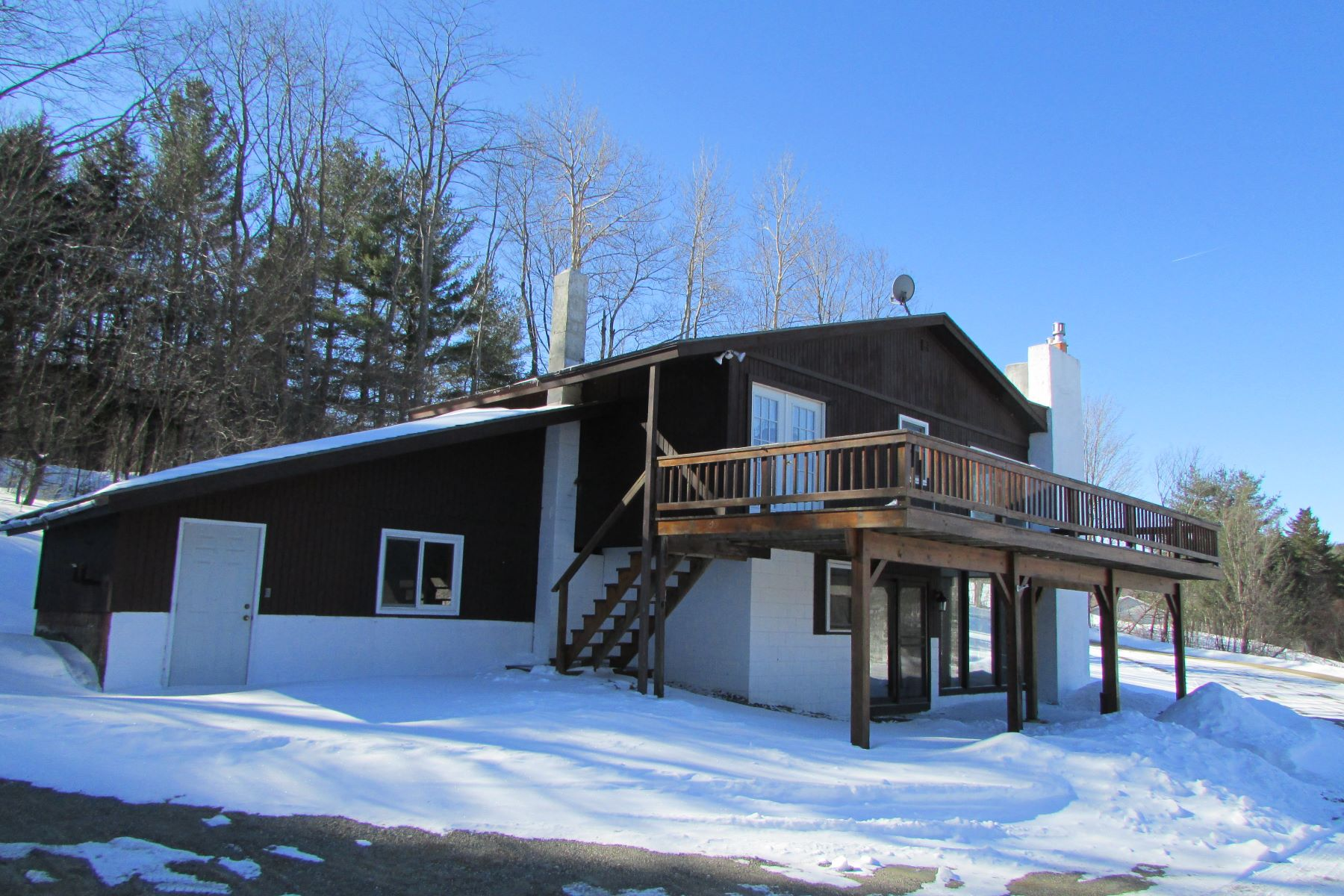 Casa Unifamiliar por un Venta en Chalet with Mountain View 79 Hillside Dr Wilmington, Vermont, 05363 Estados Unidos