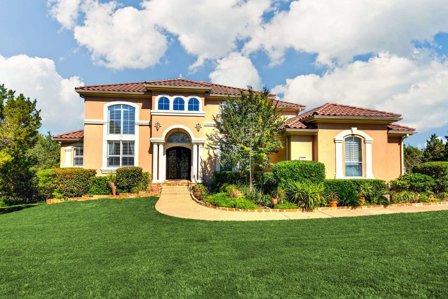 Vivienda unifamiliar por un Venta en Absolutely Gorgeous Custom Home 202 Far Vela Lakeway, Texas 78734 Estados Unidos