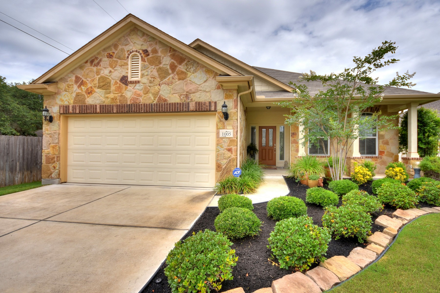 Single Family Home for Sale at Adorable Single-story in West Park Estate 1005 Retama Dr Cedar Park, Texas 78613 United States