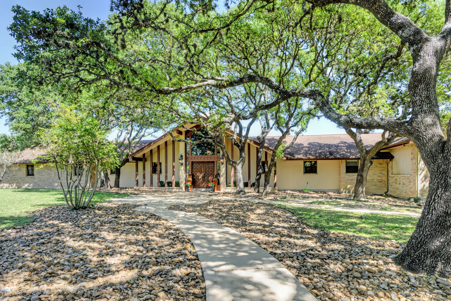 Single Family Home for Sale at Pristine Equine Property in Fair Oaks Ranch 28486 Preakness Ln Fair Oaks Ranch, Texas 78015 United States