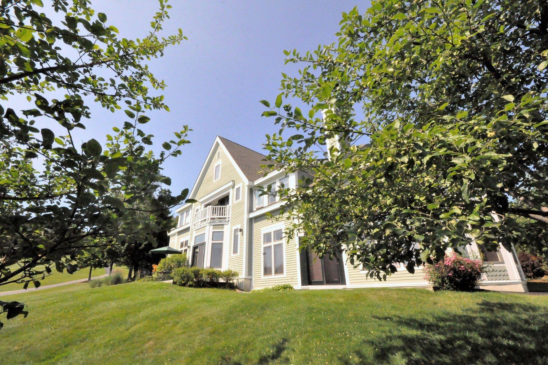 Condomínio para Venda às Gorgeous Townhouse 191 Mann Rd 7 Wilmington, Vermont, 05363 Estados Unidos