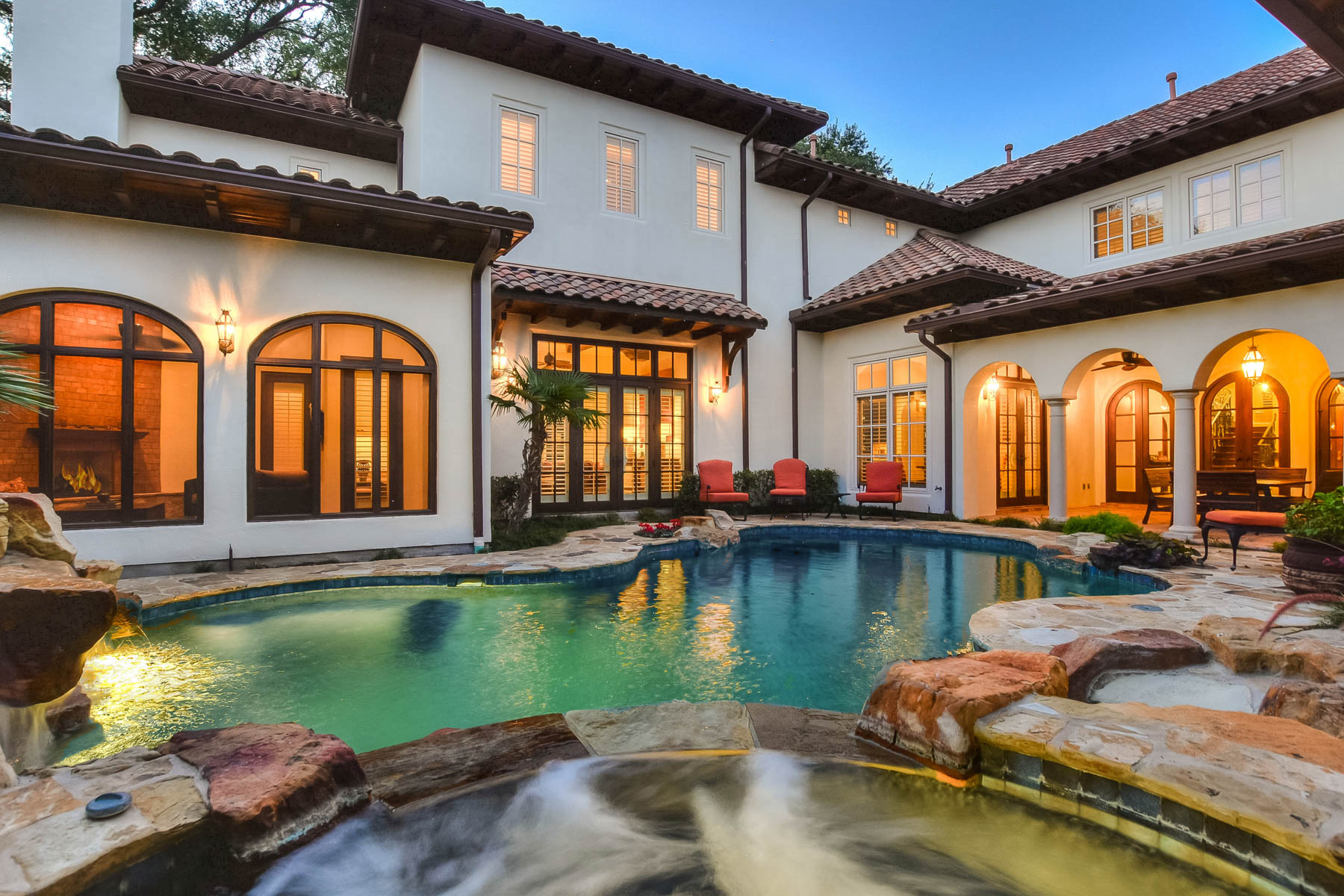 Additional photo for property listing at Timeless Style and Sophisticated Grandeur 512 Terrell Rd San Antonio, Texas 78209 United States