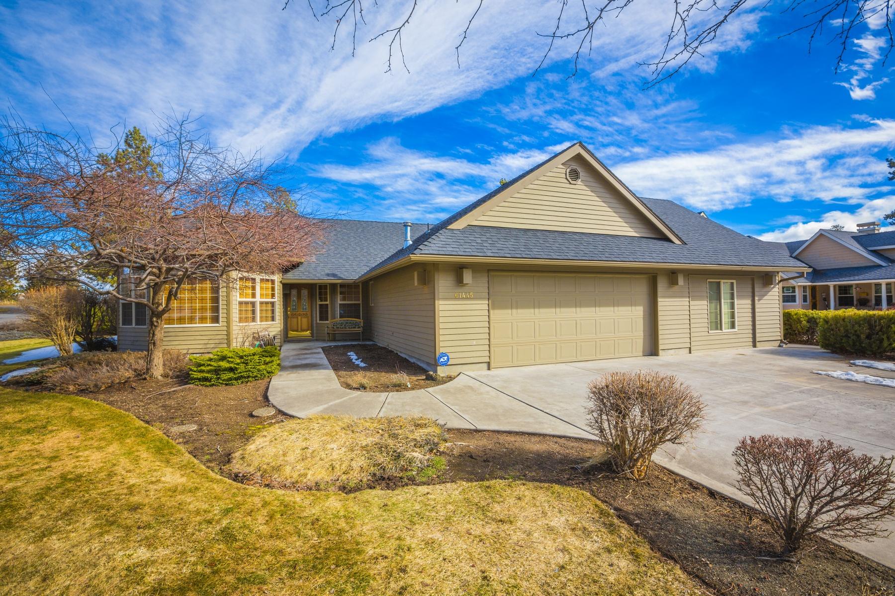 Maison unifamiliale pour l Vente à Ranch Single Level on 1/2 Acre! 61445 Steens Mountain Loop Bend, Oregon, 97702 États-Unis