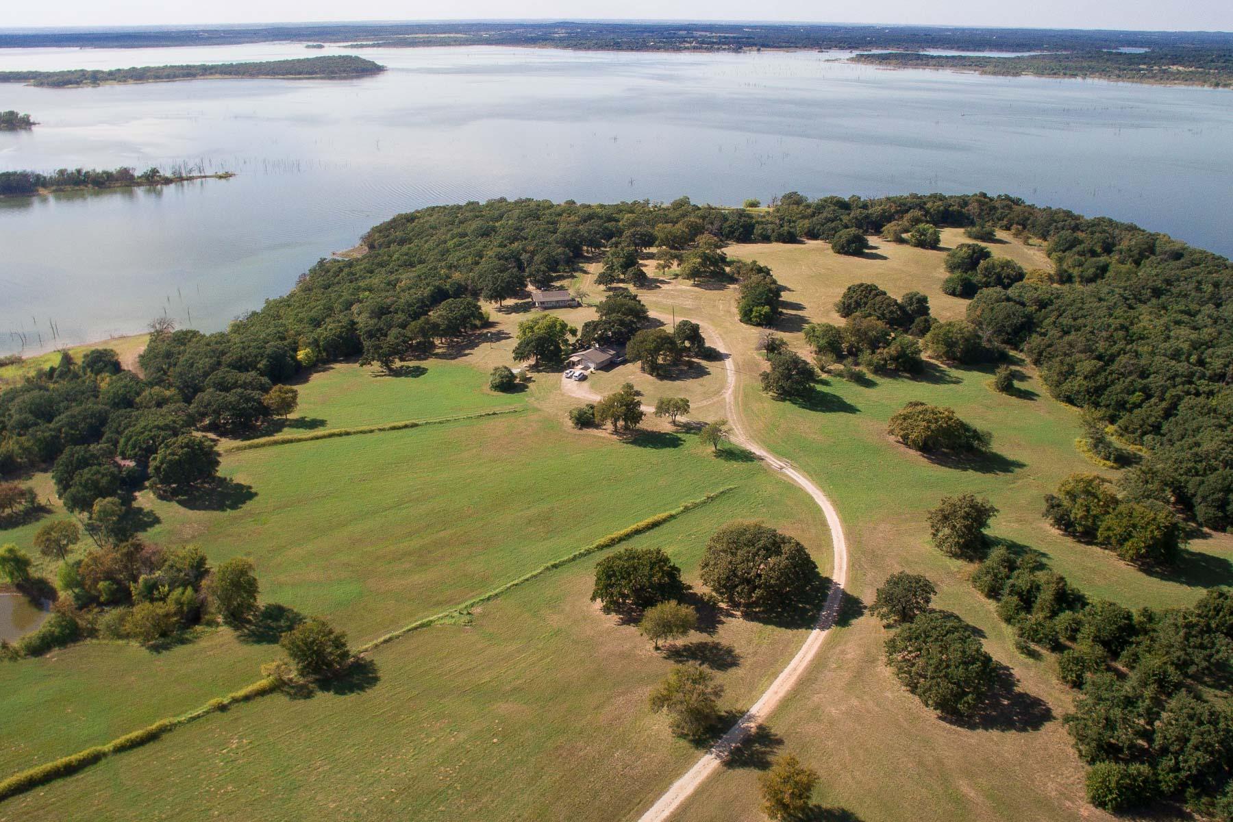 Maison unifamiliale pour l Vente à Lakeside Retreat 23507 Alexander Rd Pilot Point, Texas, 76258 États-Unis