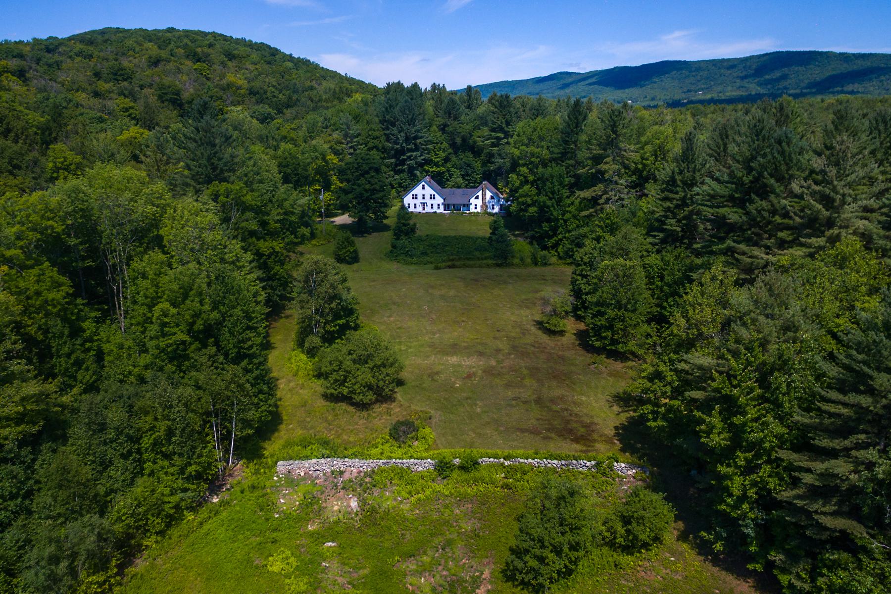 Casa para uma família para Venda às Forest, Farmhouse, Pastures and Pond 389 Cobble Hill Rd Londonderry, Vermont, 05148 Estados Unidos