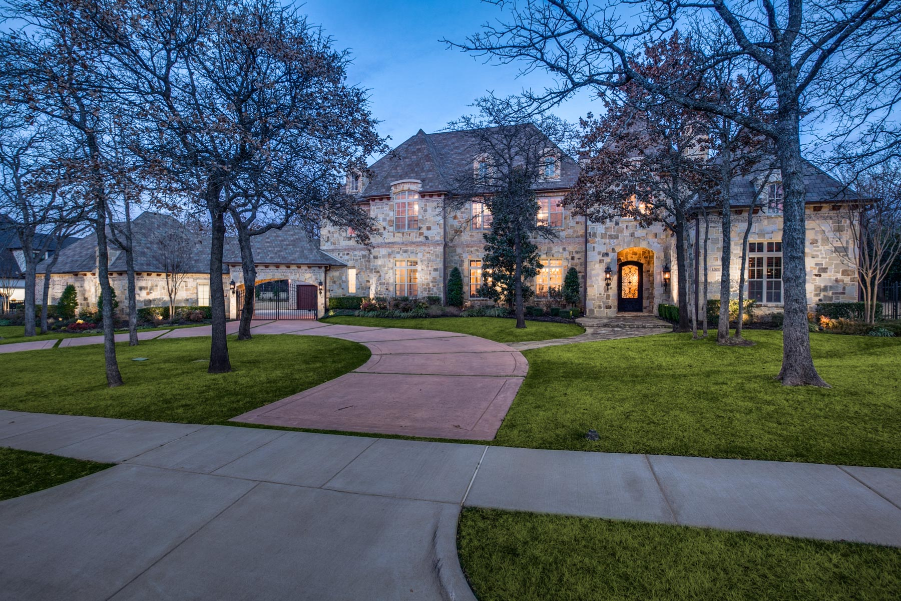Villa per Vendita alle ore Stunning Custom Home in Westwyck 1309 Biltmore Southlake, Texas, 76092 Stati Uniti
