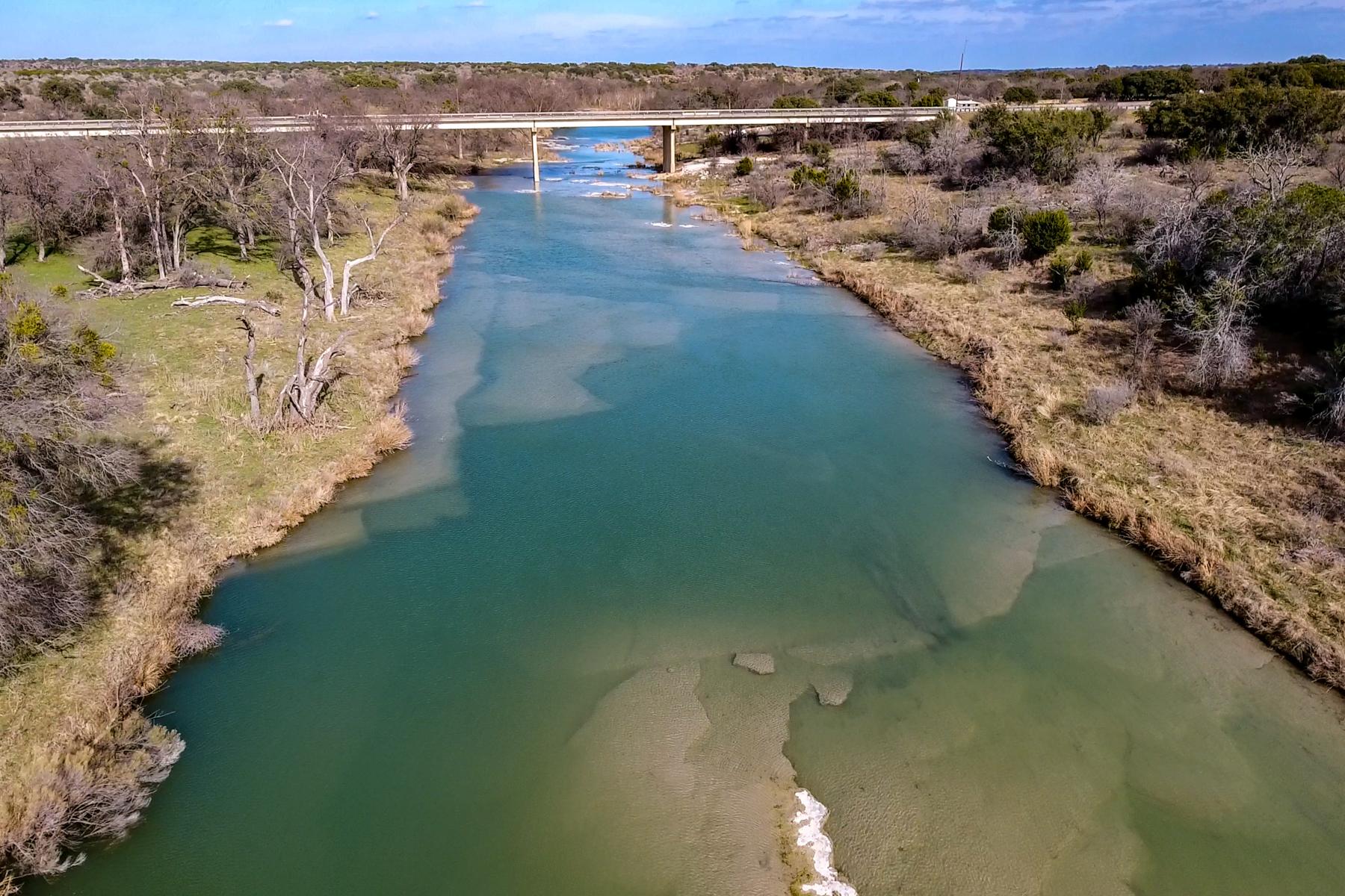Granjas / Hacienda / Platanción por un Venta en Trophy Whitetail and Riverfront Ranch in Brady, TX 292 Private Rd, 642 Brady, Texas 78625 Estados Unidos