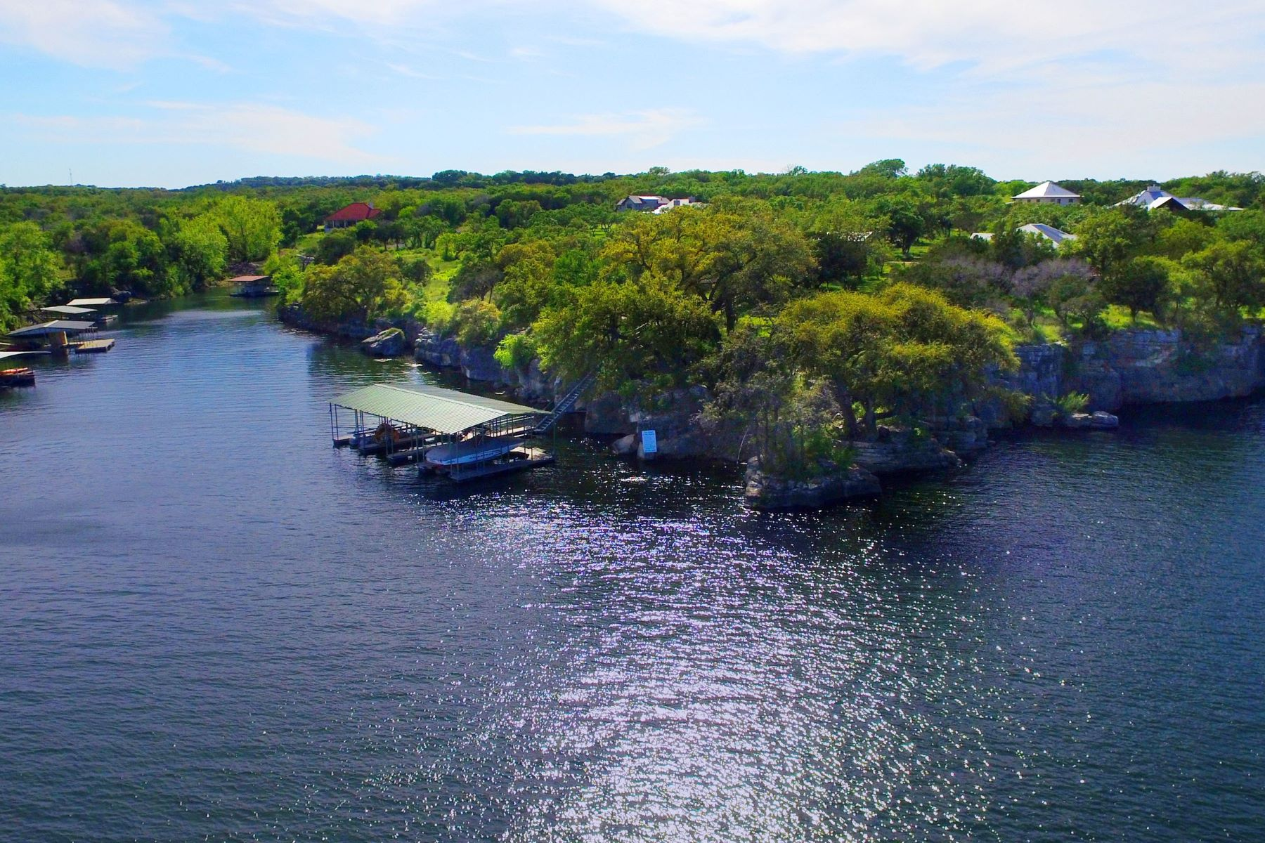 Additional photo for property listing at Beautiful Lot in a Tranquil Location 22720 Mary Nell Ln Spicewood, Texas 78669 United States
