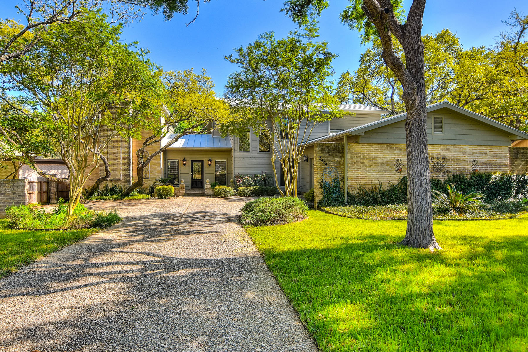 Single Family Home for Sale at Beautifully Maintained Home in Elm Creek 3414 Elm Hollow St San Antonio, Texas 78230 United States
