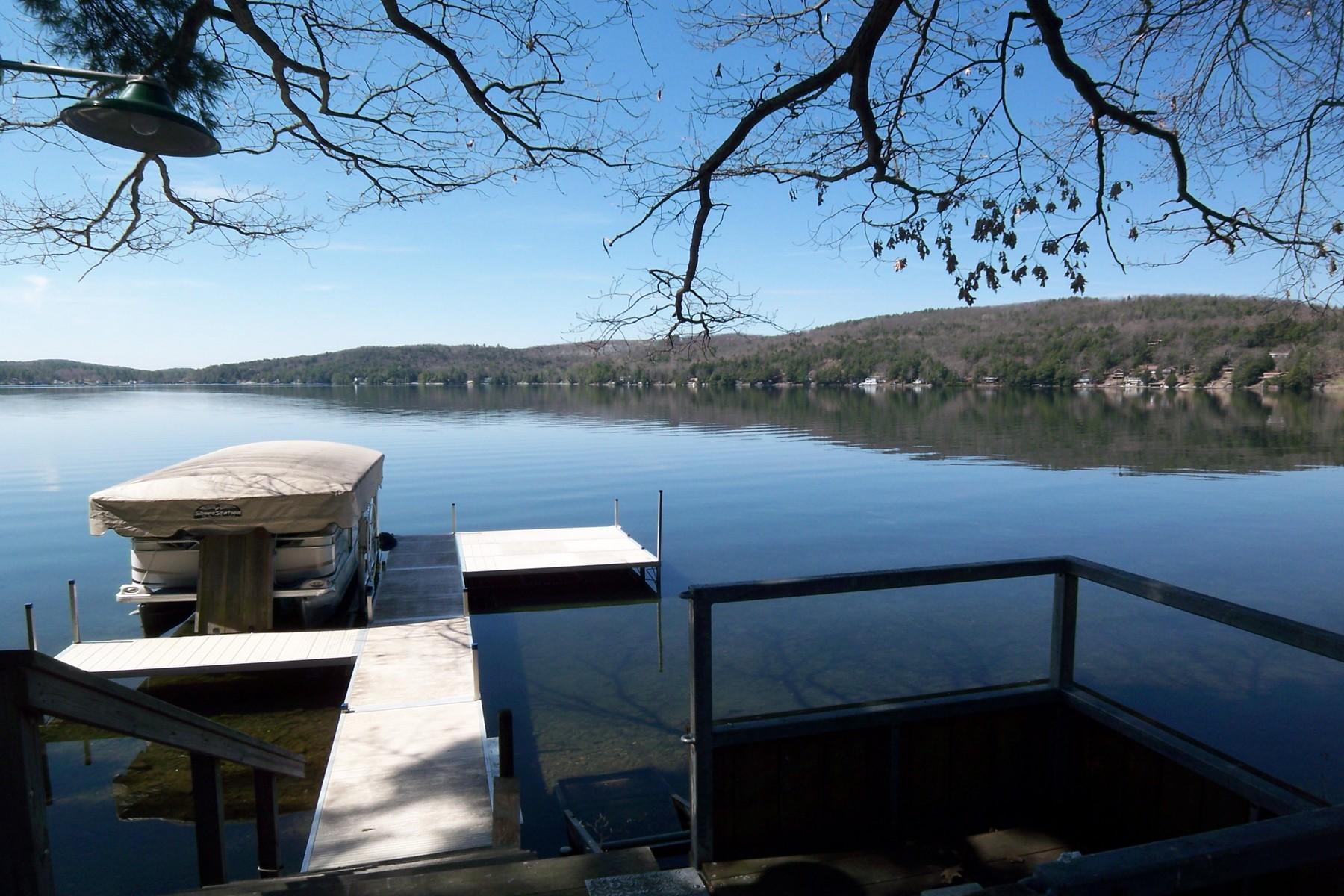 Casa para uma família para Venda às Stunning 155' on Lake St. Catherine 335 Kinni Kinnic Ln Poultney, Vermont, 05764 Estados Unidos