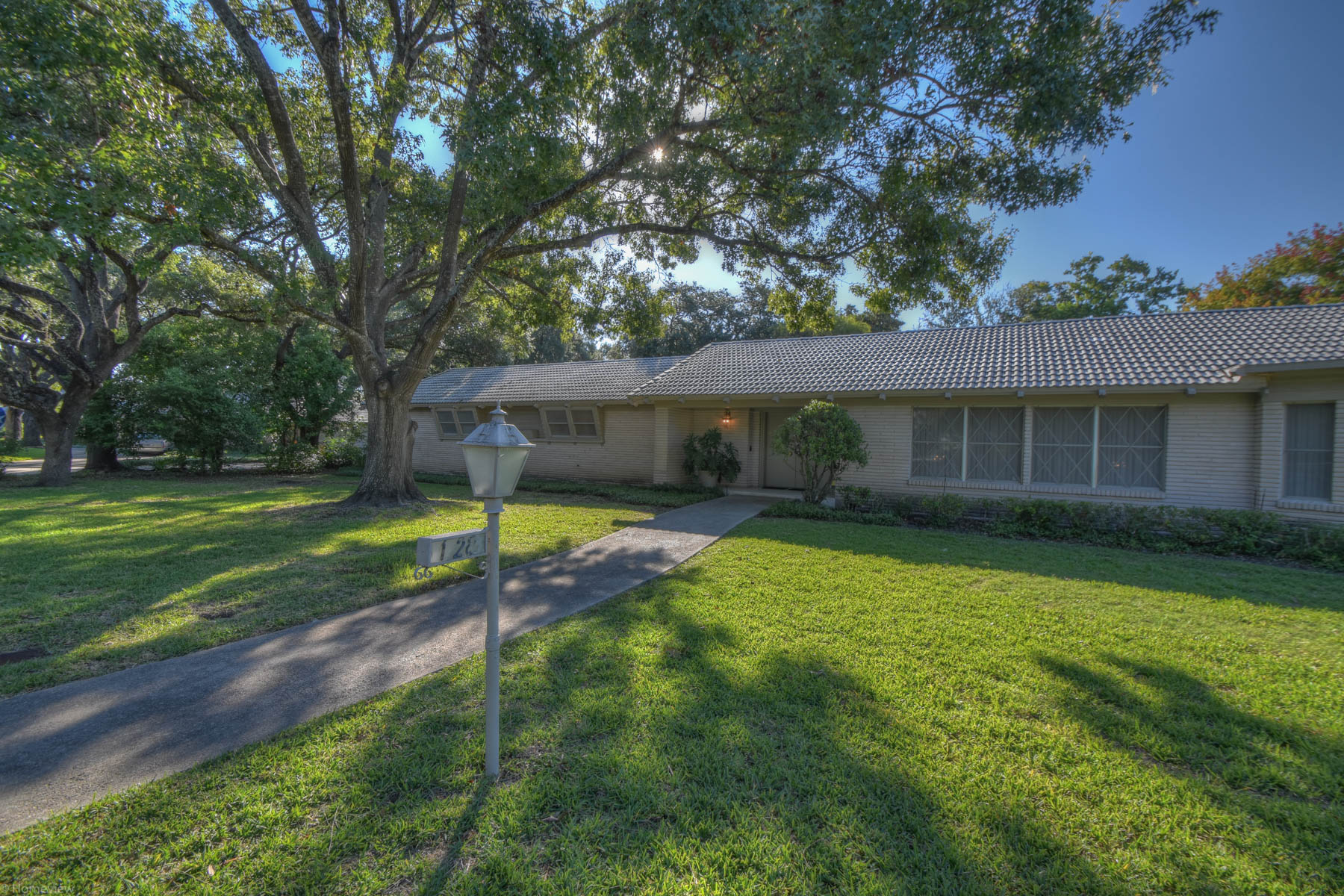 Single Family Home for Sale at Mid-Century Modern Home in Castle Hills 128 Lou-Jon Cir Castle Hills, San Antonio, Texas, 78213 United States
