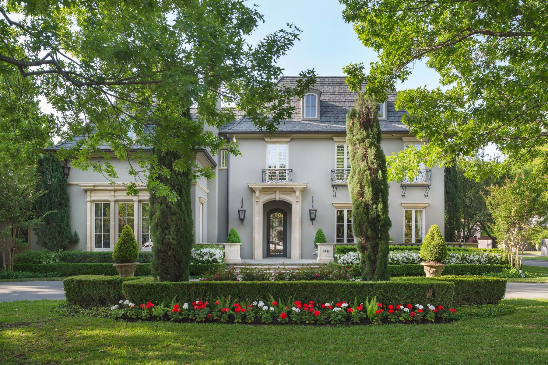 Maison unifamiliale pour l Vente à Classic University Park Home 3949 Marquette St Dallas, Texas, 75225 États-Unis