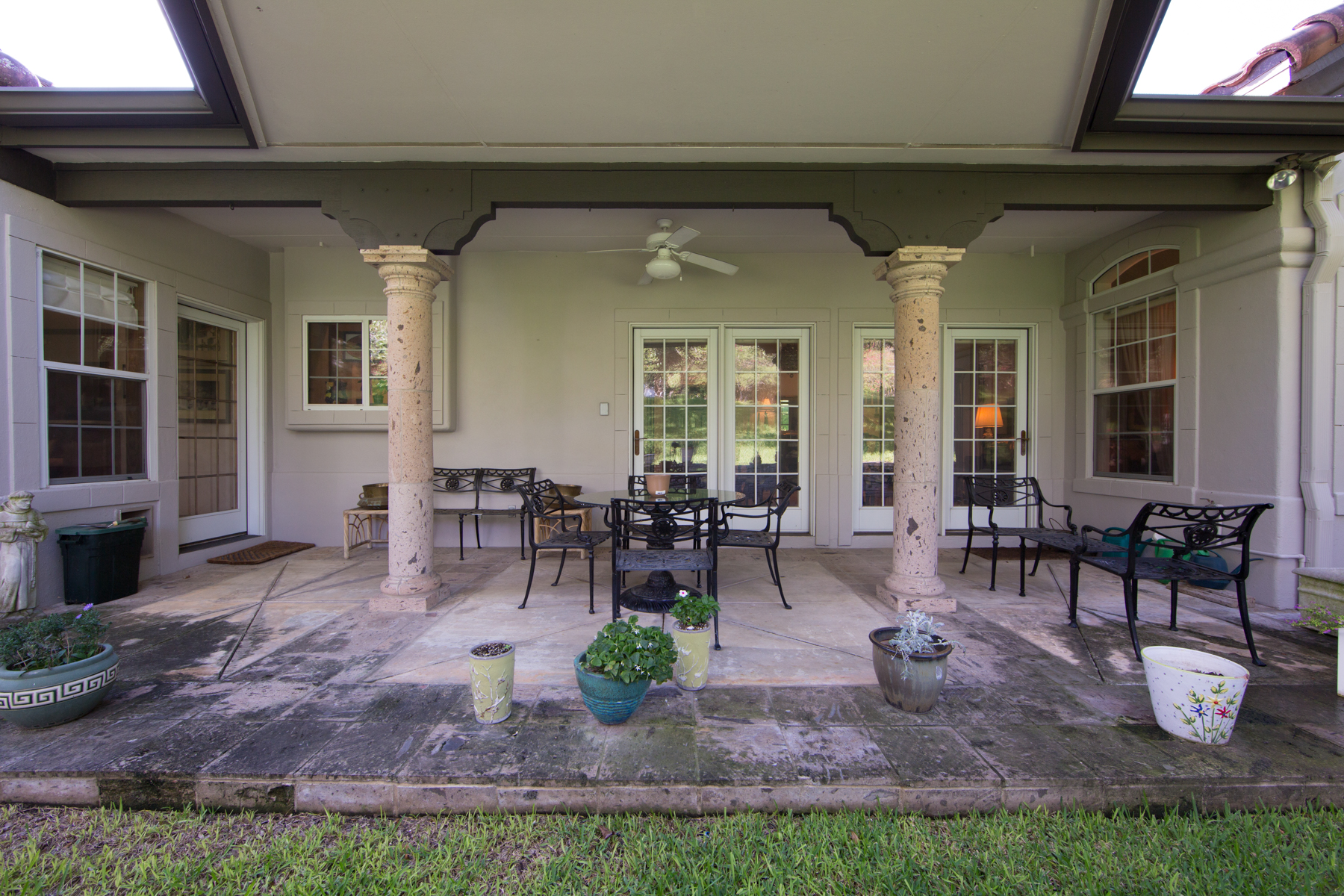 Additional photo for property listing at Gorgeous Cottage in The Dominion 2 Waterford Glen San Antonio, Texas 78257 Estados Unidos