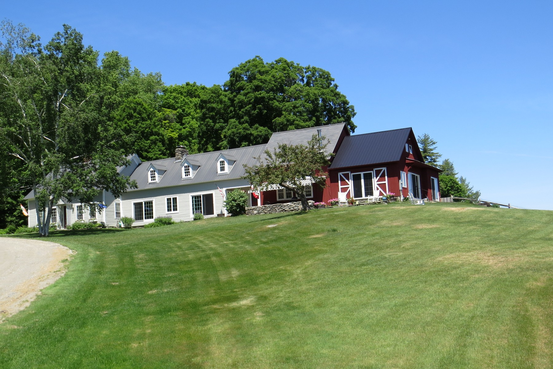 Casa para uma família para Venda às Mountain View Farmstead 452 Carley Ln Londonderry, Vermont, 05155 Estados Unidos
