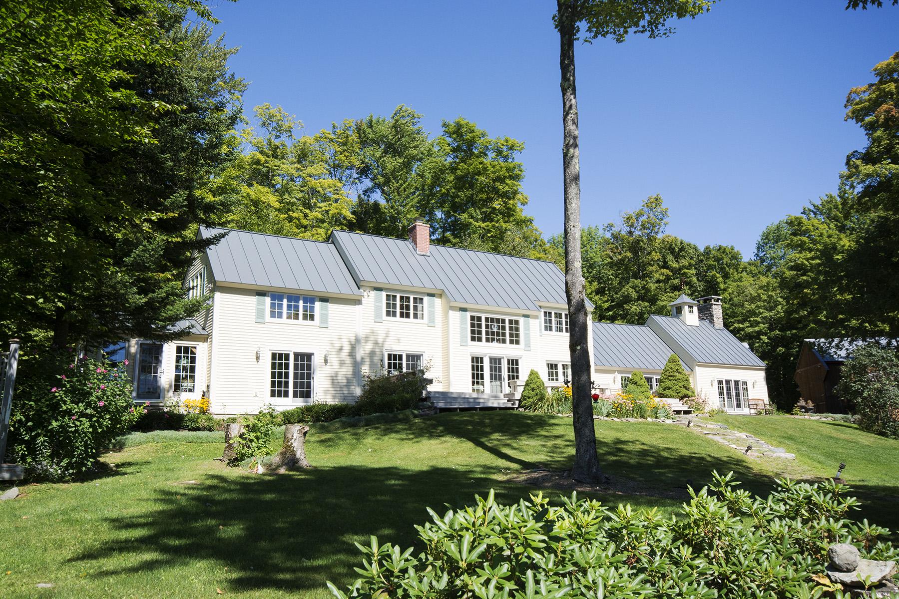 独户住宅 为 销售 在 Peaceful View 563 Spruce Hill Rd 伦敦德里郡, 佛蒙特州, 05148 美国