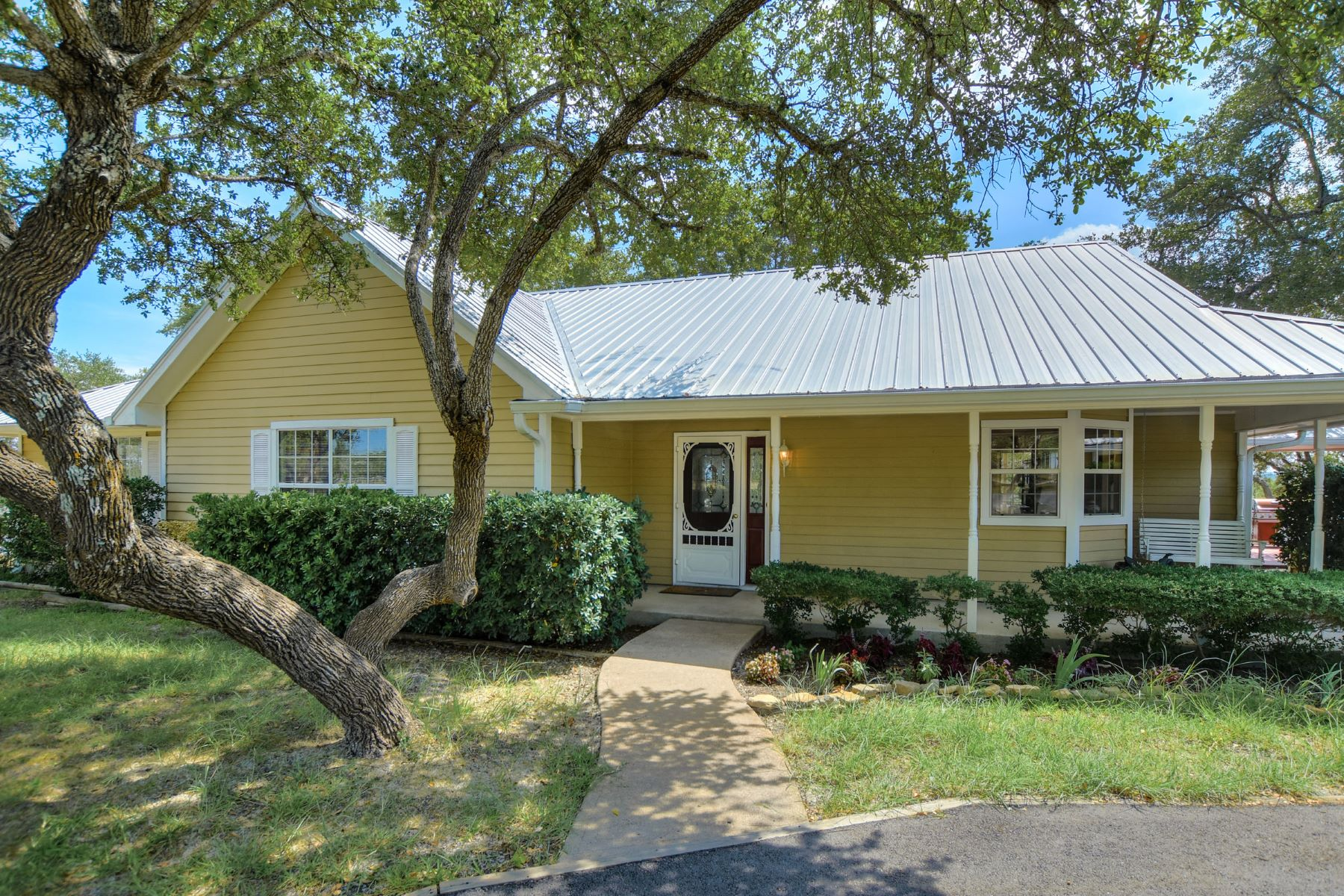 Casa Unifamiliar por un Venta en Amazing Horse Property Opportunity 5401 W Highway 290 Dripping Springs, Texas, 78620 Estados Unidos