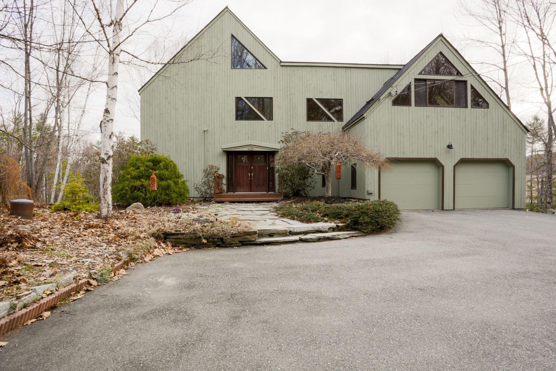 Tek Ailelik Ev için Satış at Gourmet kitchen, gardens, spacious 420 Dogford Hanover, New Hampshire, 03755 Amerika Birleşik Devletleri