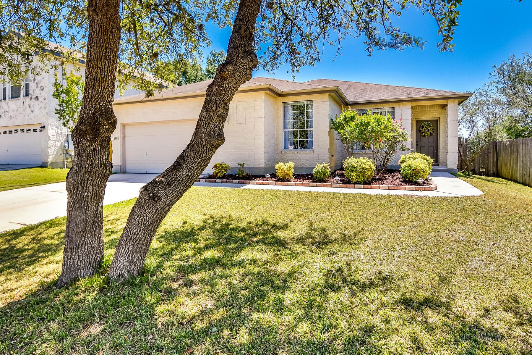 Casa Unifamiliar por un Venta en Adorable Home in The Ridge at Carolina Crossing 3504 Dartmouth Cv Schertz, Texas 78154 Estados Unidos