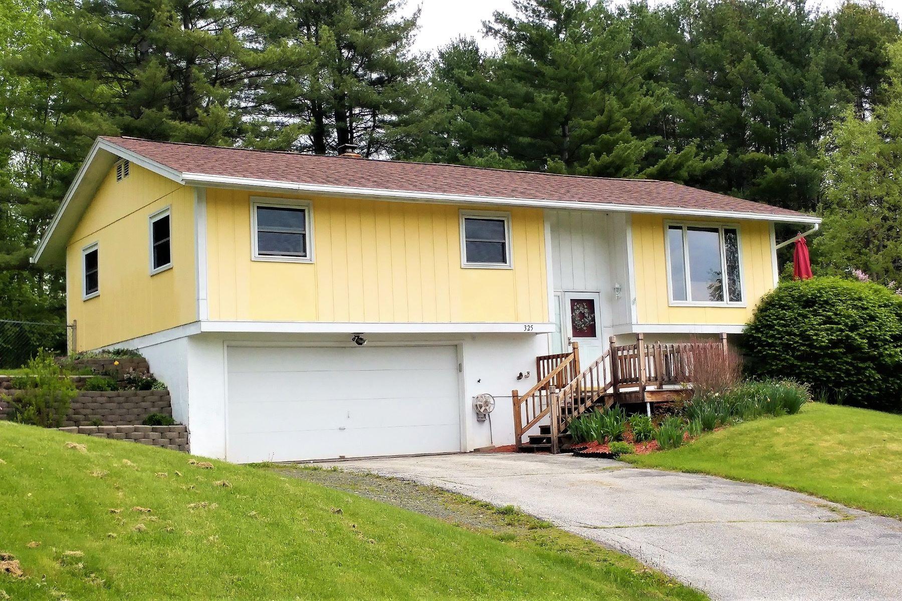 Moradia para Venda às Three bedroom home in Montpelier 325 Sherwood Dr Montpelier, Vermont, 05602 Estados Unidos