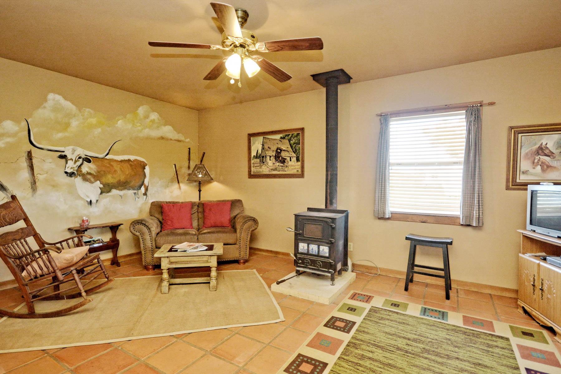 Additional photo for property listing at Amazing Fredericksburg Property on 36-/+ Acres 457 Bob Moritz Fredericksburg, Texas 78624 Estados Unidos