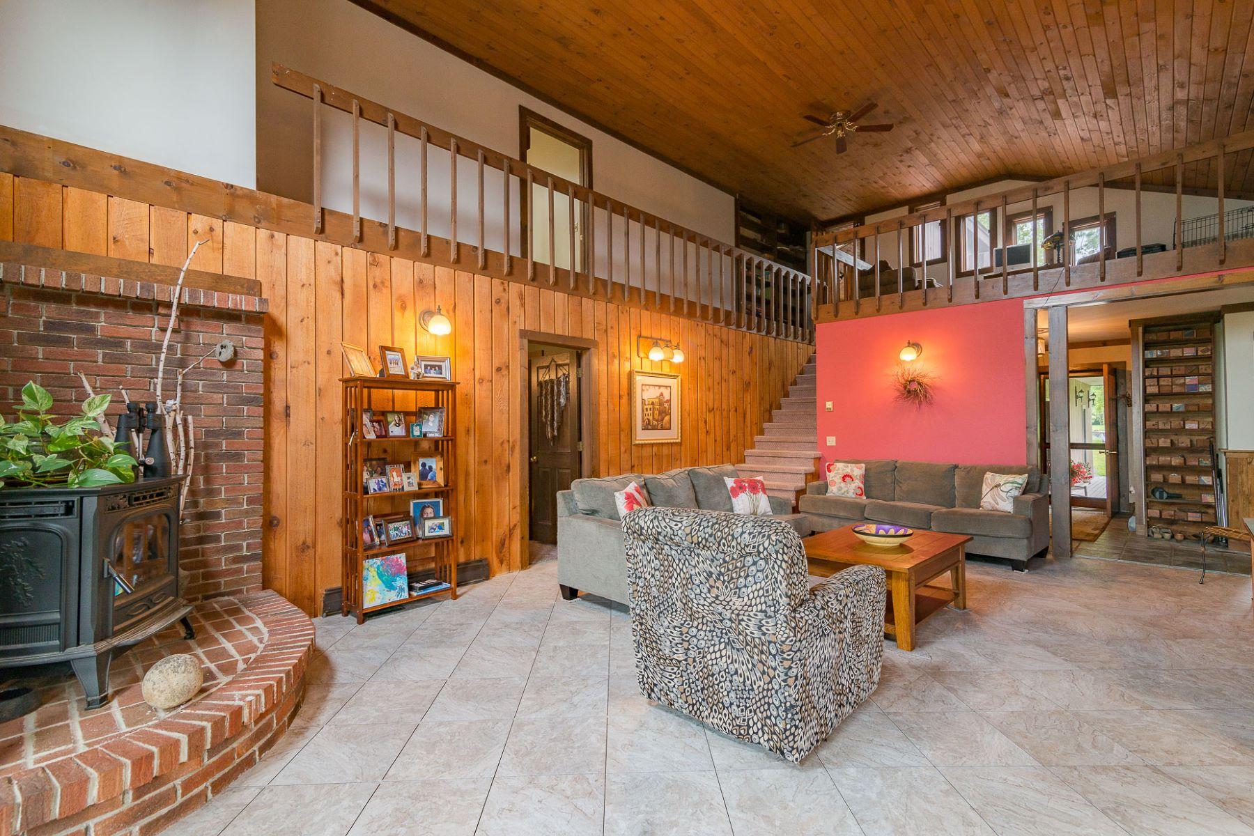 Частный односемейный дом для того Продажа на Spacious Contemporary Home with Breathtaking Views 415 Ridge, Shaftsbury, Вермонт, 05262 Соединенные Штаты