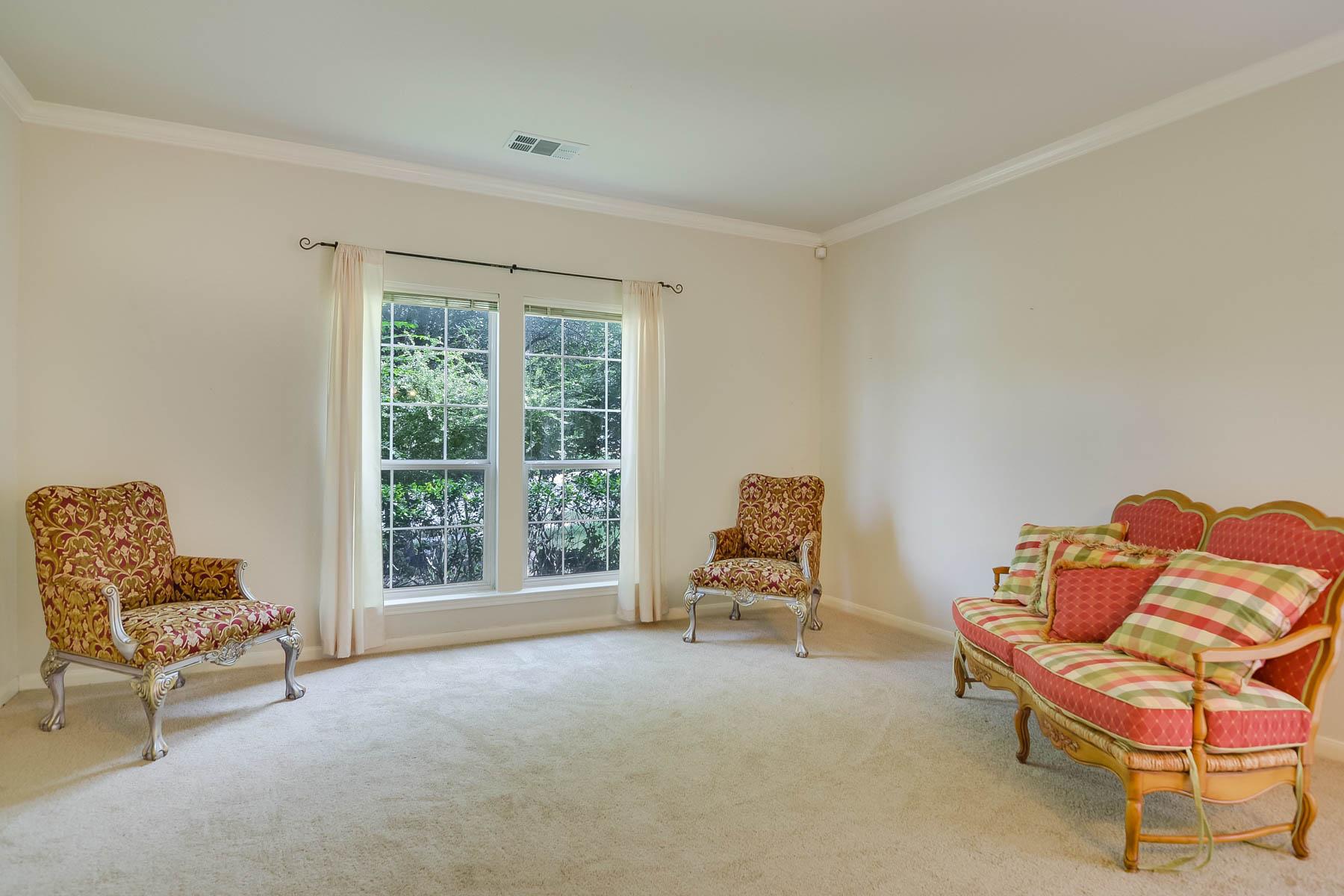Additional photo for property listing at Warm and Inviting Home in Santa Fe Trail 1702 Santa Fe Trl San Antonio, Texas 78232 Estados Unidos