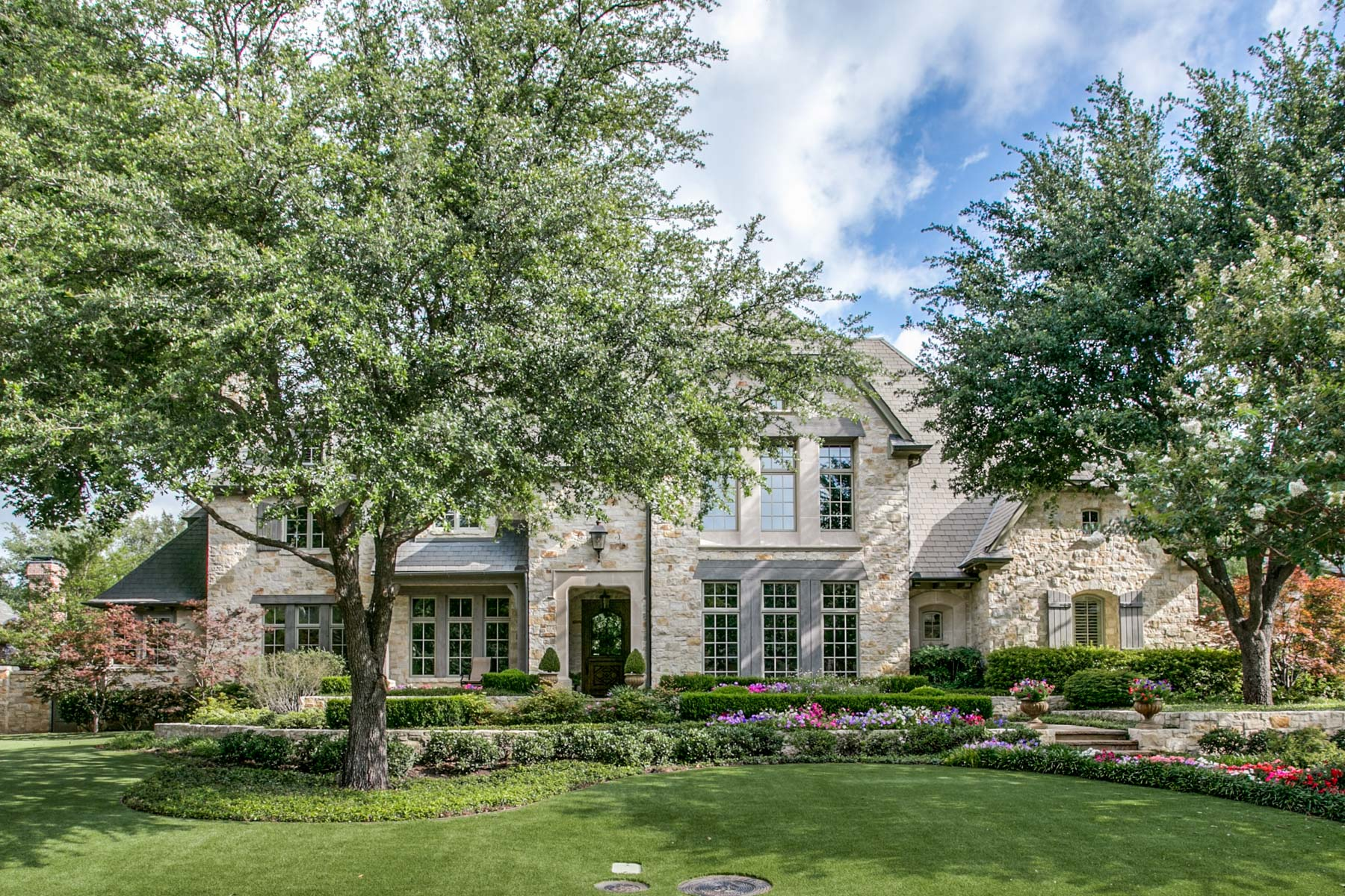 獨棟家庭住宅 為 出售 在 Gated Glen Abbey French Country Estate 66 Braewood Pl Dallas, 德克薩斯州, 75248 美國
