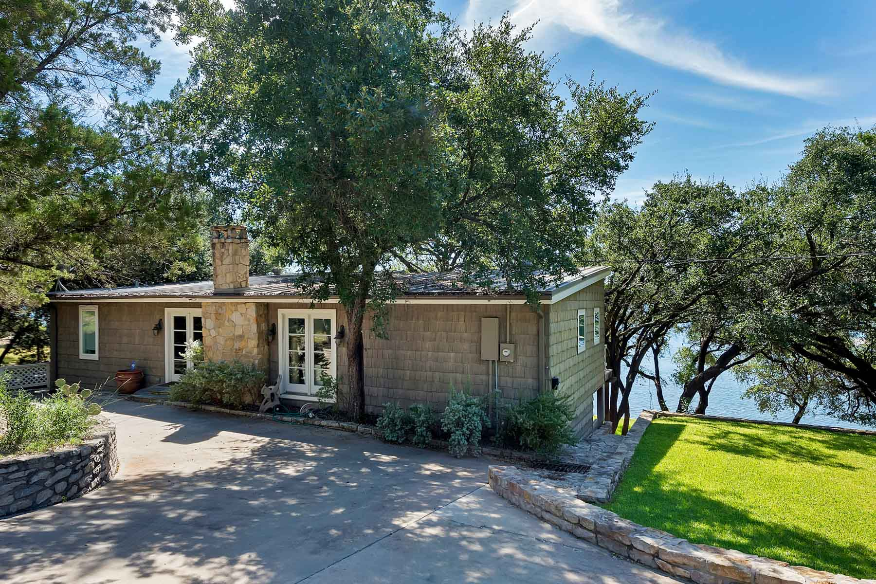 Villa per Vendita alle ore Lake House, Possum Kingdom 2951 Colonels Row Graford, Texas, 76449 Stati Uniti
