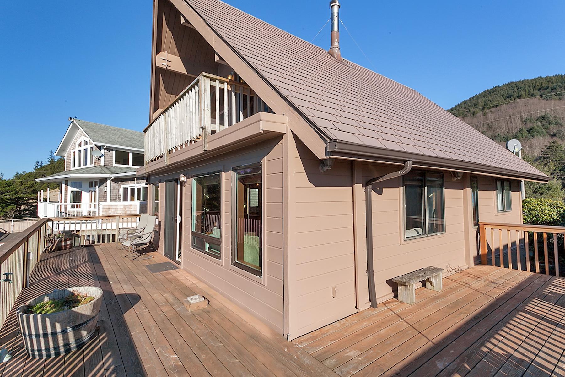 Einfamilienhaus für Verkauf beim Whitewater Views Vacation Rental With Game Room 15670 OCEANVIEW Ave Rockaway Beach, Oregon, 97136 Vereinigte Staaten