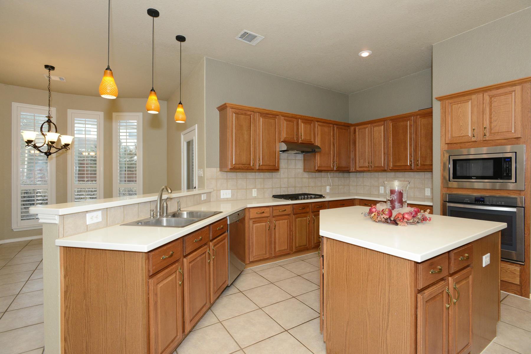 Additional photo for property listing at Plenty of Space in Mesa Grande 30 Sable Heights San Antonio, Texas 78258 Estados Unidos