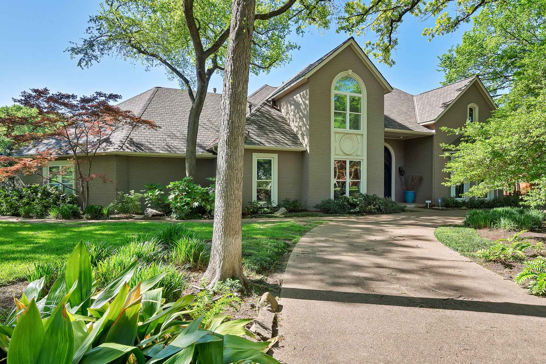 Casa Unifamiliar por un Venta en 4851 Moss Hollow Court, Fort Worth 4851 Moss Hollow Ct Fort Worth, Texas, 76109 Estados Unidos