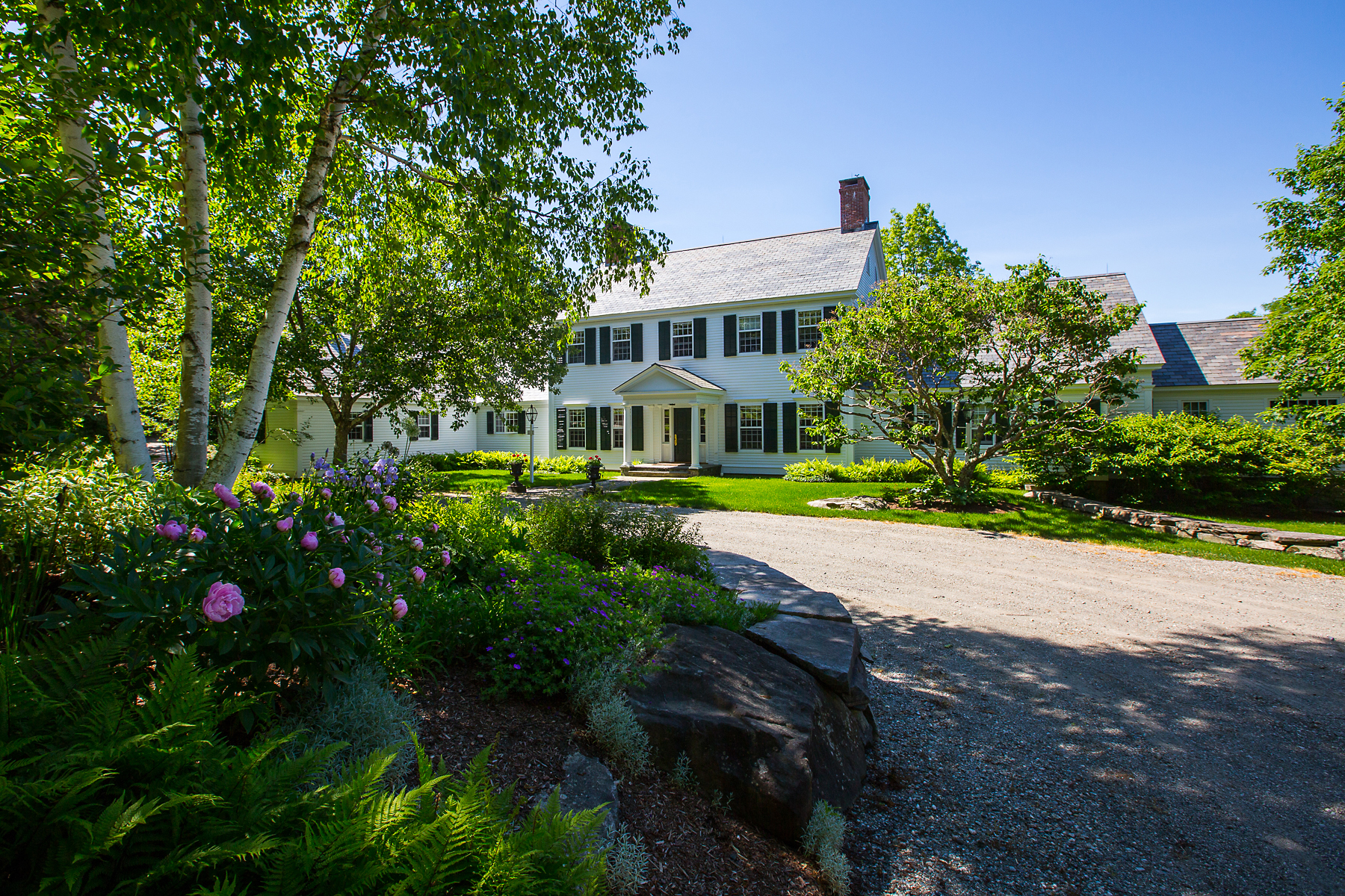 واحد منزل الأسرة للـ Sale في Country Estate with Pond and Views 111 Marcia Ln Dorset, Vermont, 05251 United States