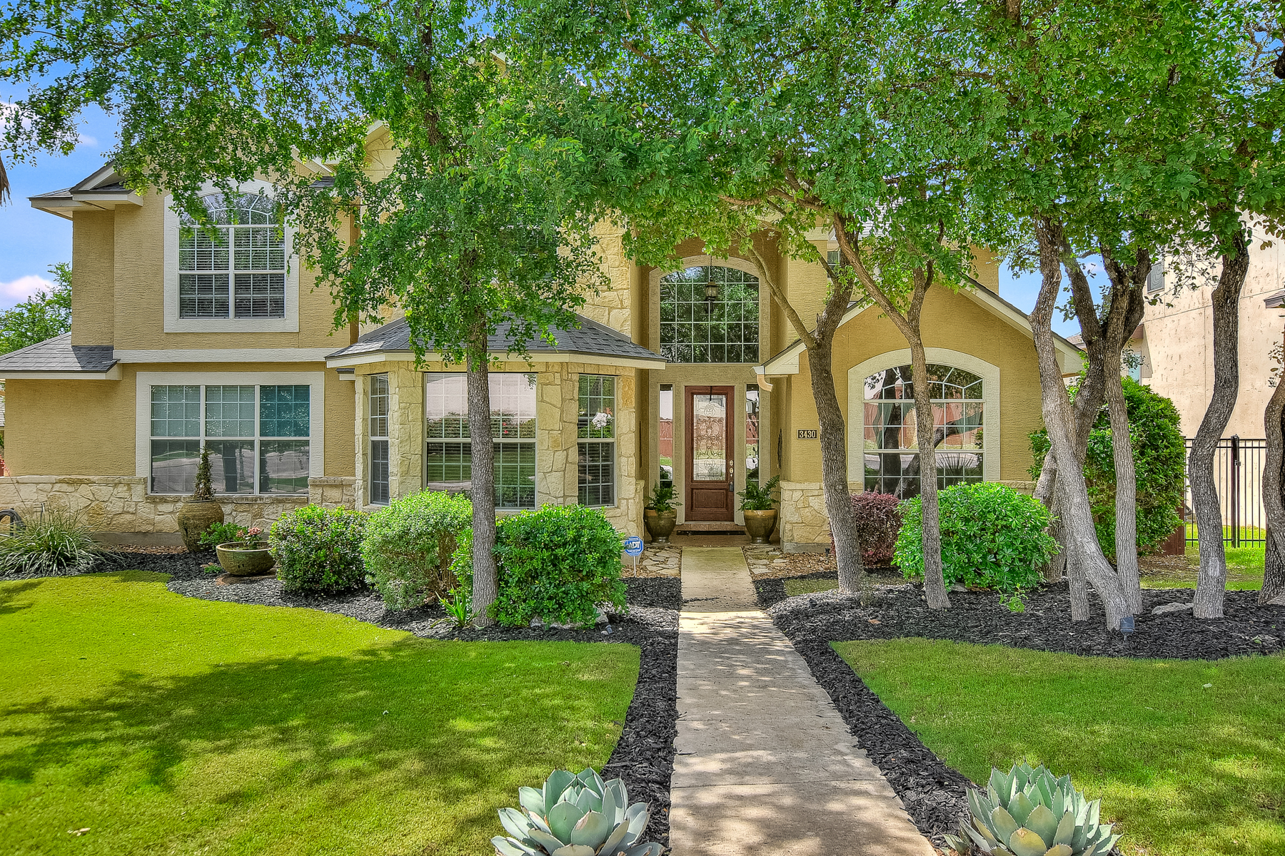 Single Family Home for Sale at Immaculate Home in Rogers Ranch 3430 Ivory Crk San Antonio, Texas 78258 United States