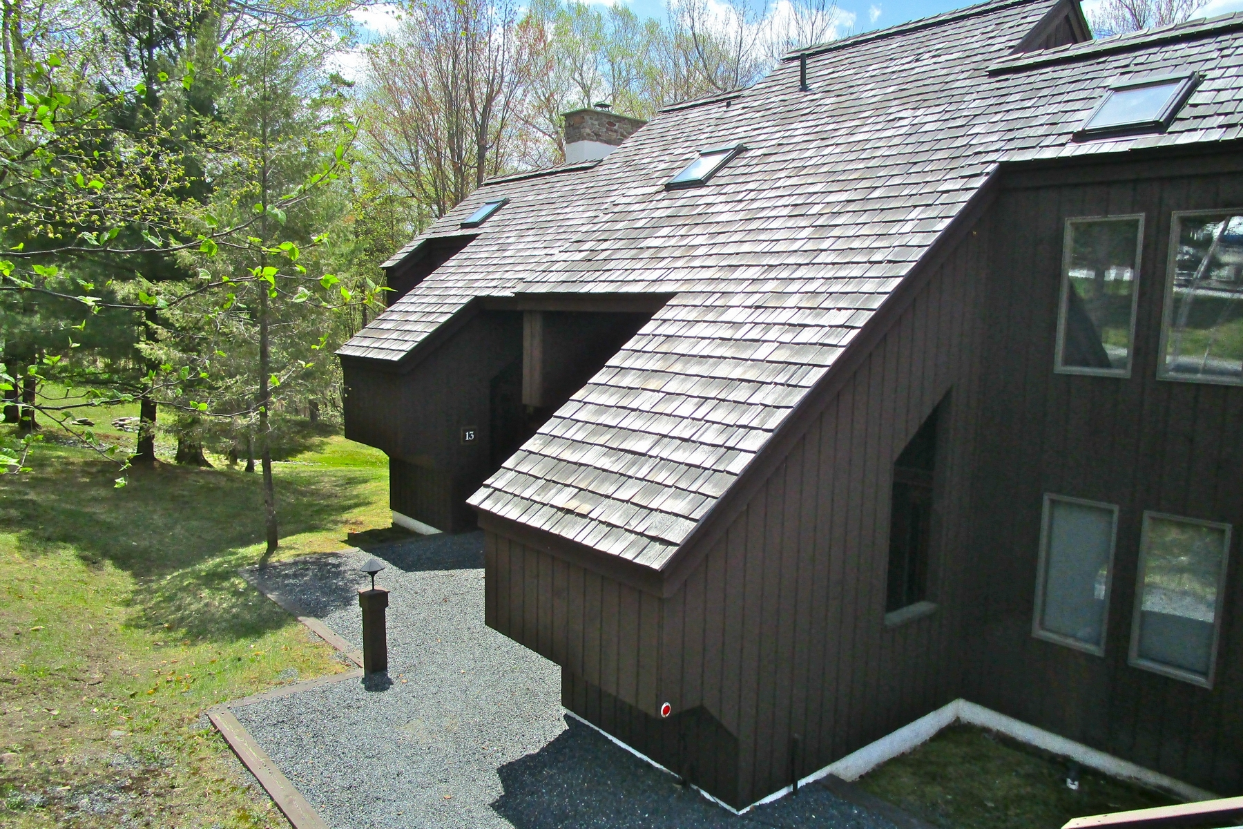 شقة بعمارة للـ Sale في Rare 5-bedroom, 4-bath townhouse at Hawk Resort. 894 East Ash 13 Plymouth, Vermont, 05056 United States