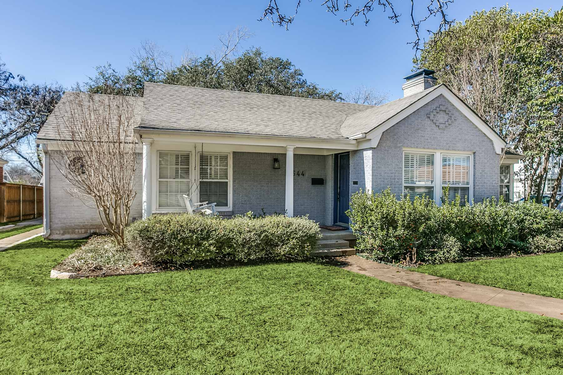 Nhà ở một gia đình vì Bán tại Charming Updated Traditional Near TCU 3544 Harwen Terr Fort Worth, Texas, 76109 Hoa Kỳ