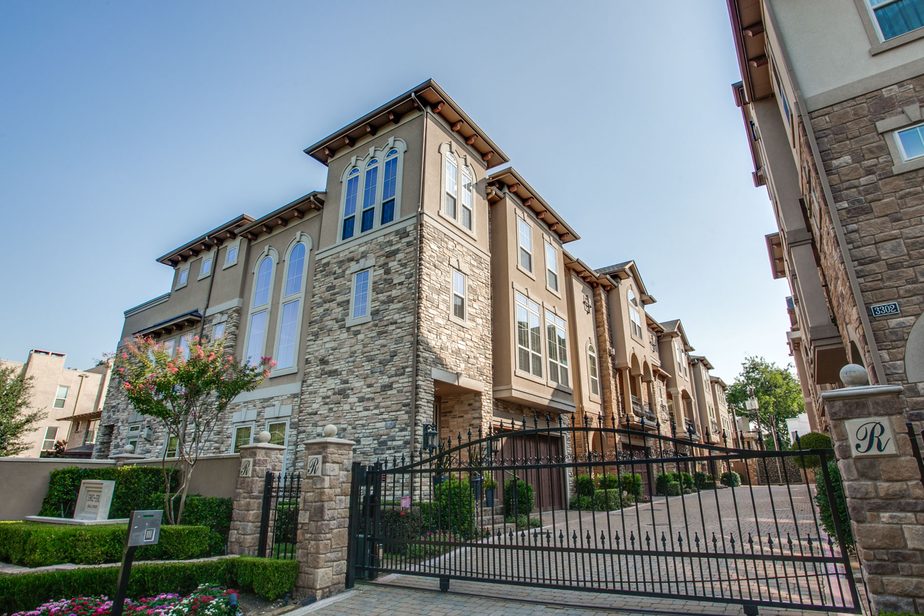 Vivienda unifamiliar por un Venta en Oak Lawn Traditional 3309 Hall Ct Dallas, Texas, 75219 Estados Unidos