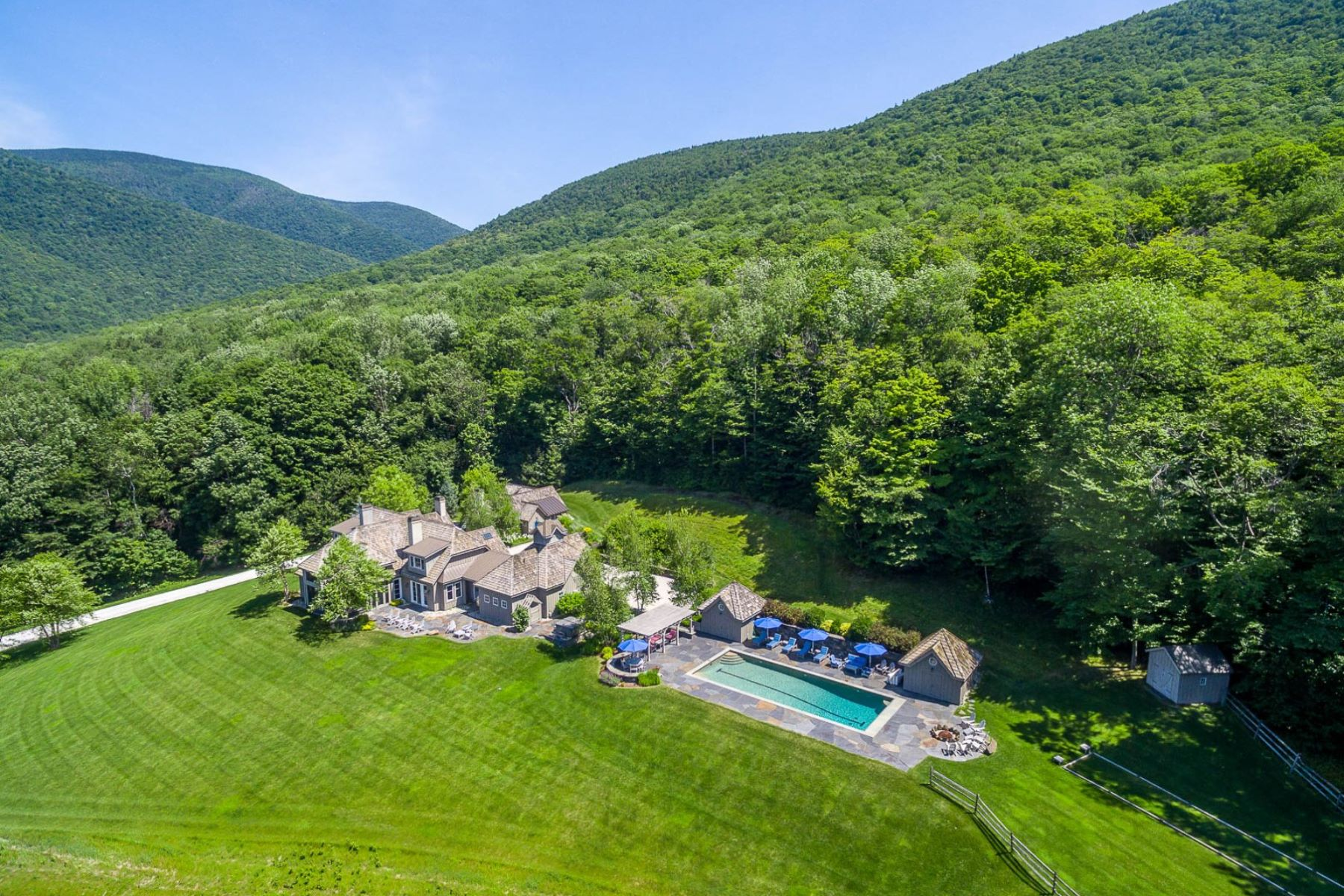 واحد منزل الأسرة للـ Sale في Top Of The World Views 190 Turkey Run Ln Dorset, Vermont, 05251 United States
