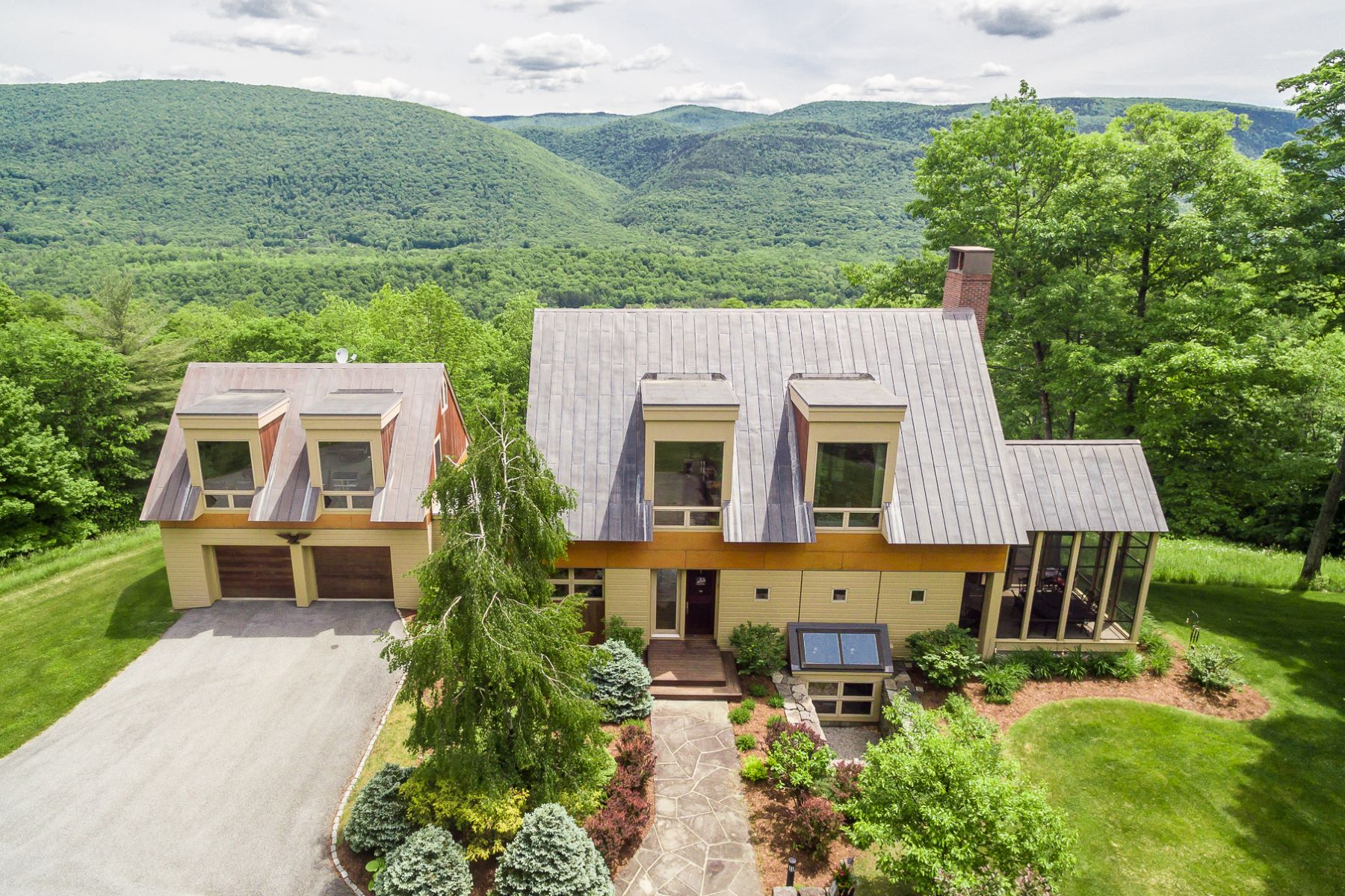 Nhà ở một gia đình vì Bán tại Custom Contemporary with 23 Acres and Views 655 Upper Squirrel Hollow Rd Dorset, Vermont, 05253 Hoa Kỳ