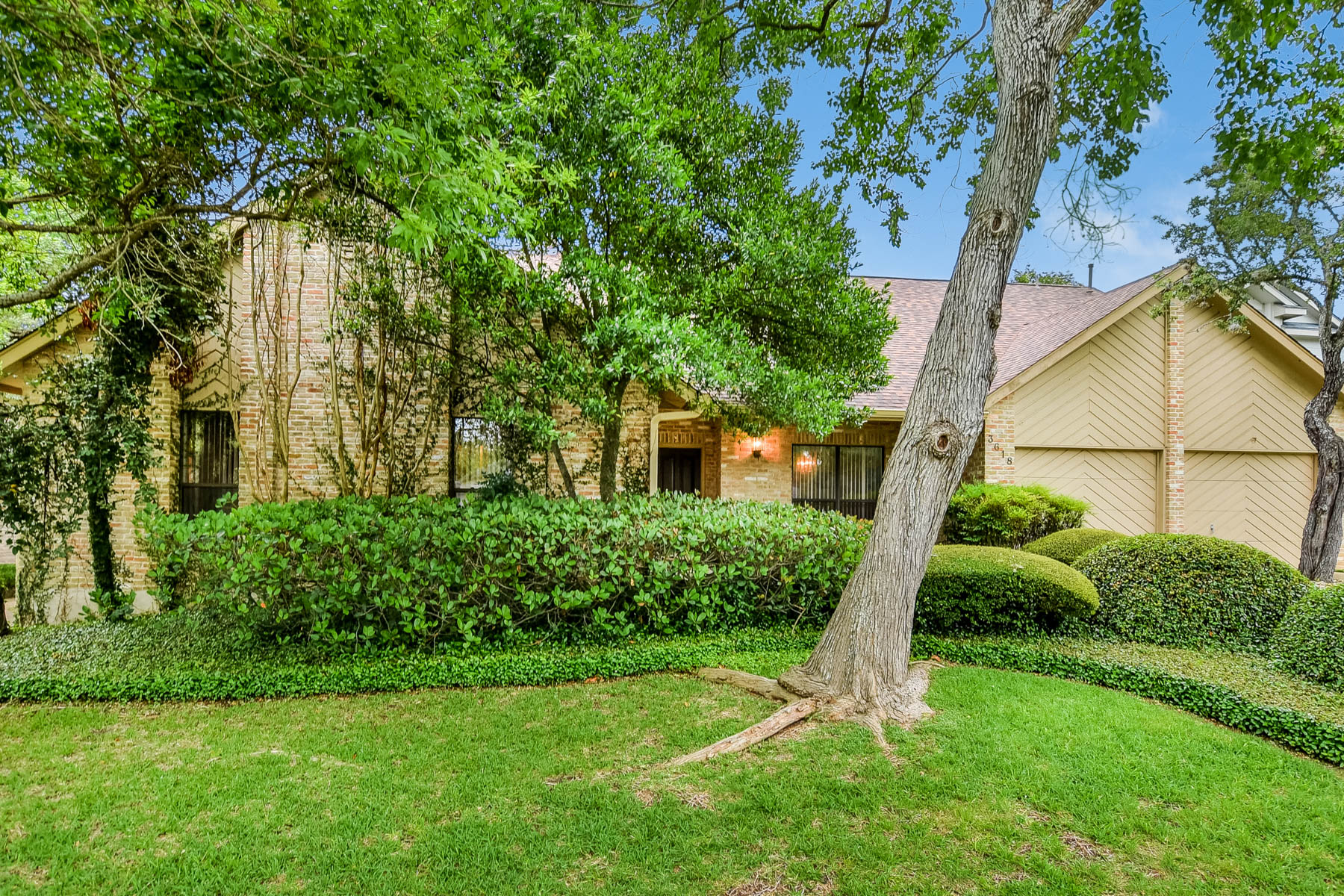 Single Family Home for Sale at Amazing Single Story in Hunters Creek 3618 Hunters Dream San Antonio, Texas 78230 United States