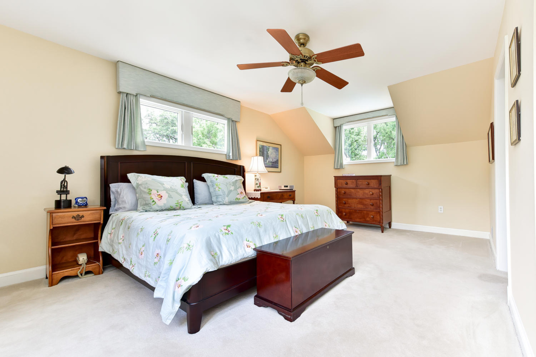 Additional photo for property listing at Wellington Heights 7609 Ridgecrest Dr Alexandria, 버지니아 22308 미국