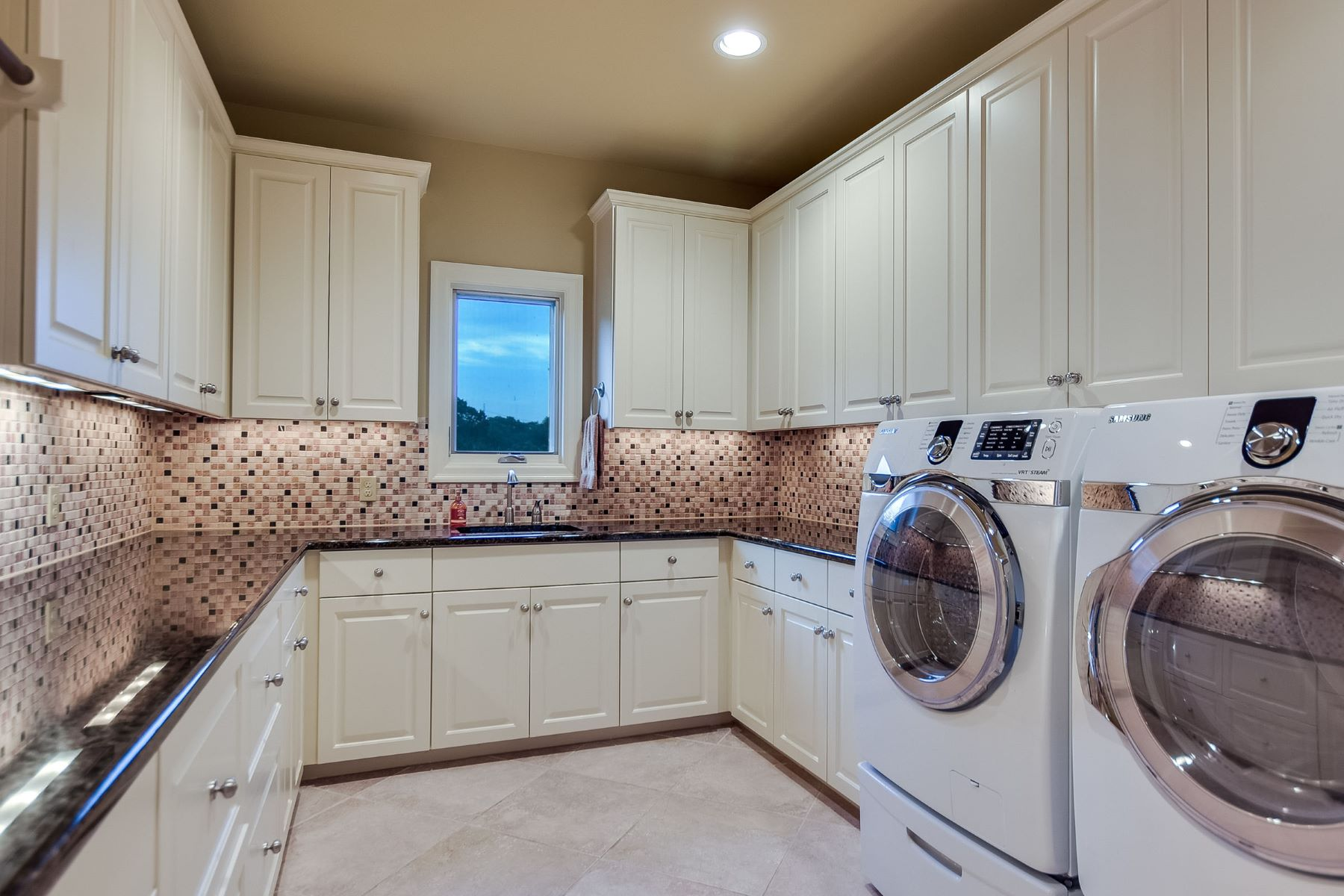 Additional photo for property listing at Grandeur Overlooking the Skyline 4908 Barclay Heights Ct Austin, Texas 78746 United States