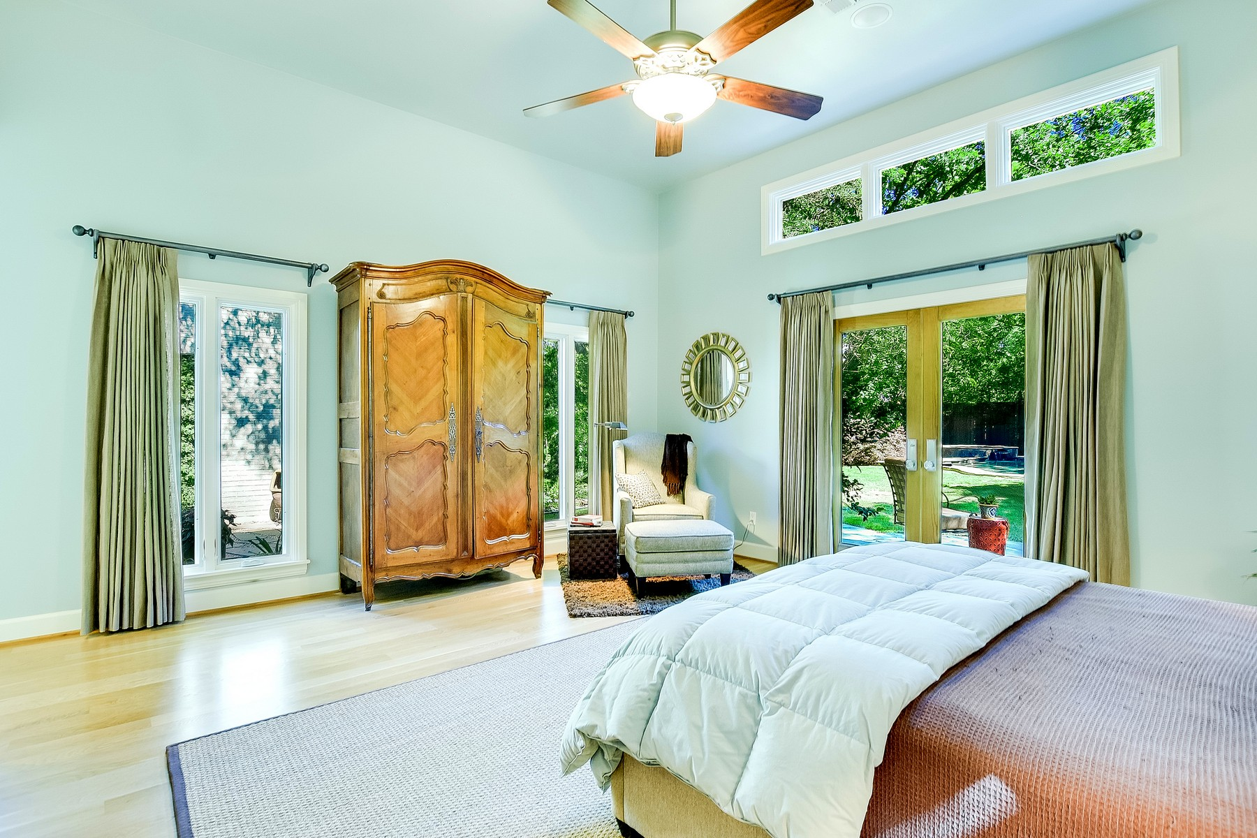 Additional photo for property listing at Unique Remodeled Central Austin Home 2404 Shoalmont Austin, Texas 78756 United States