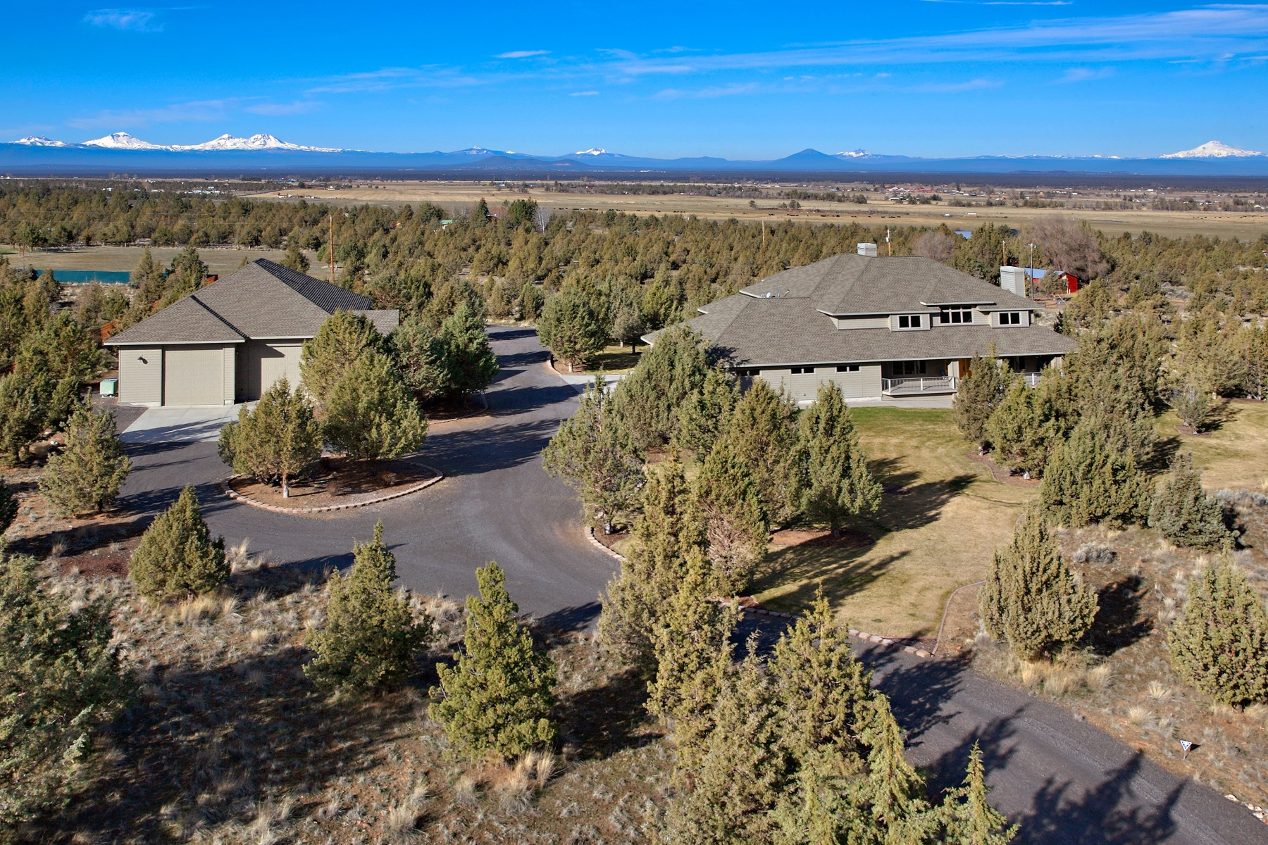 Casa Unifamiliar por un Venta en Stunning Views in Powell Butte! 7485 SW Joshua Ct Powell Butte, Oregon, 97753 Estados Unidos