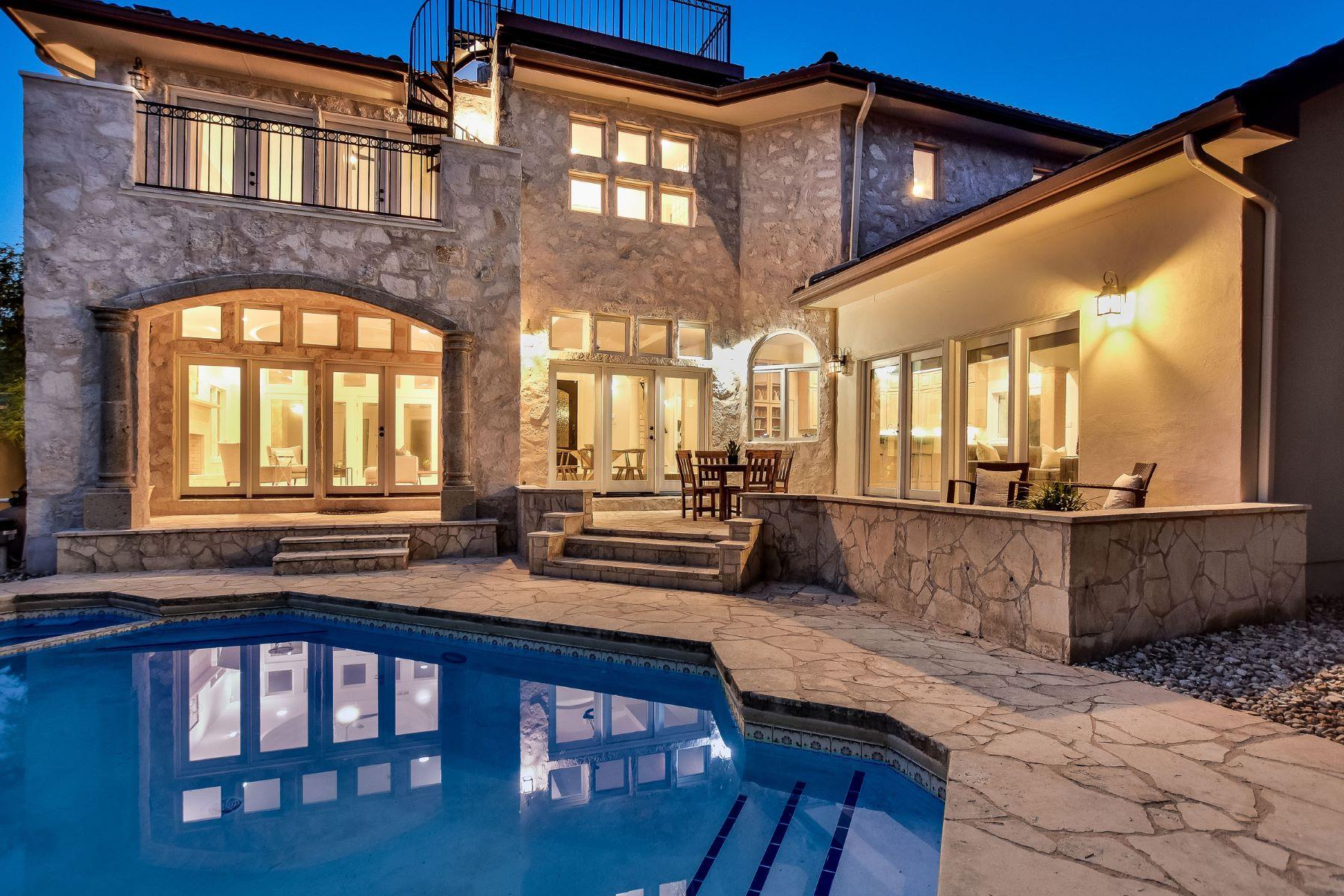 Кондоминиум для того Продажа на Lock and Leave Remodel with Stunning Lake Views 3904 Laguna Vista Cv Austin, Техас, 78746 Соединенные Штаты